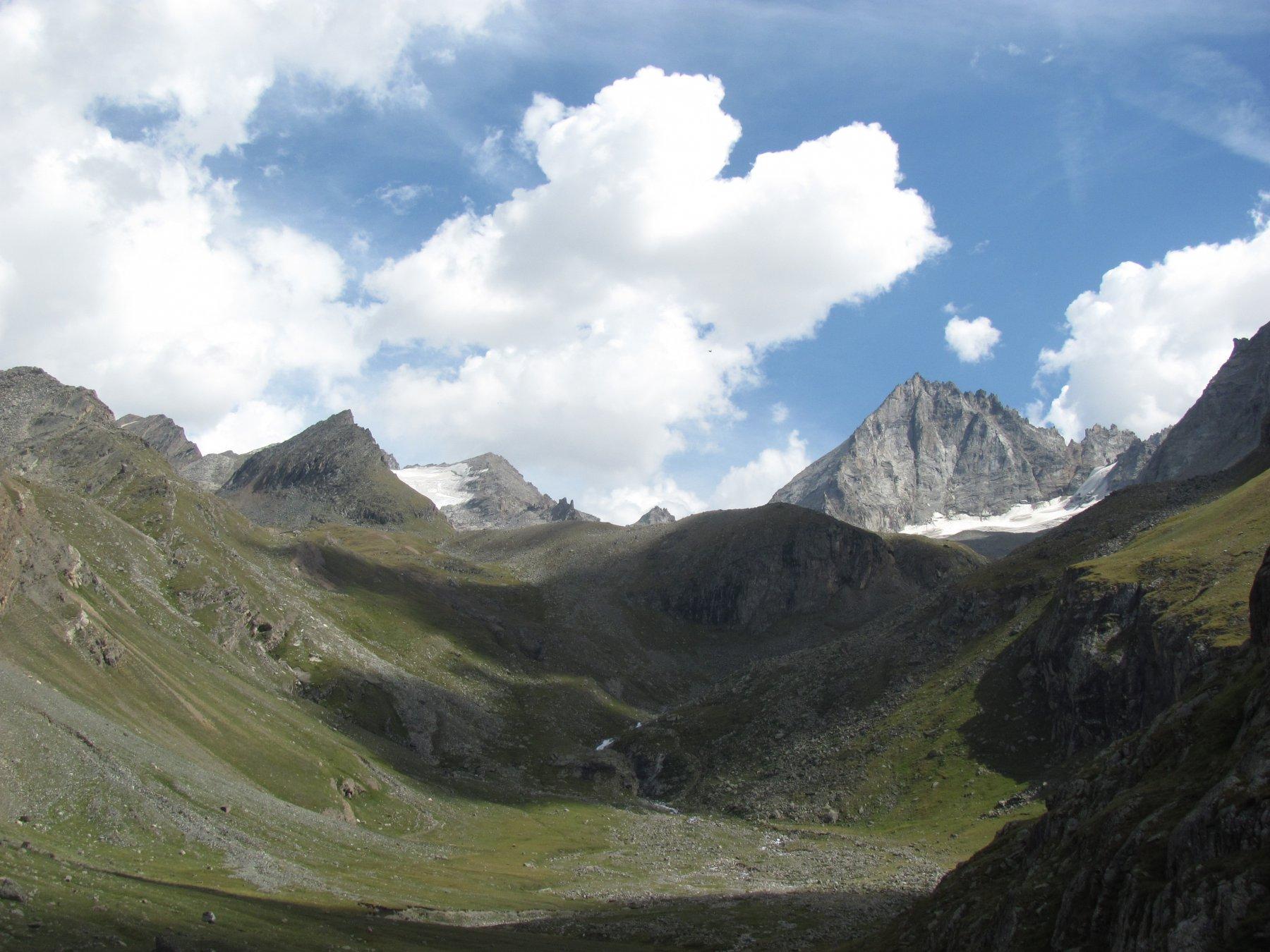la P.ta Timorion e l'Herbetet viste dal vallone di Levionaz