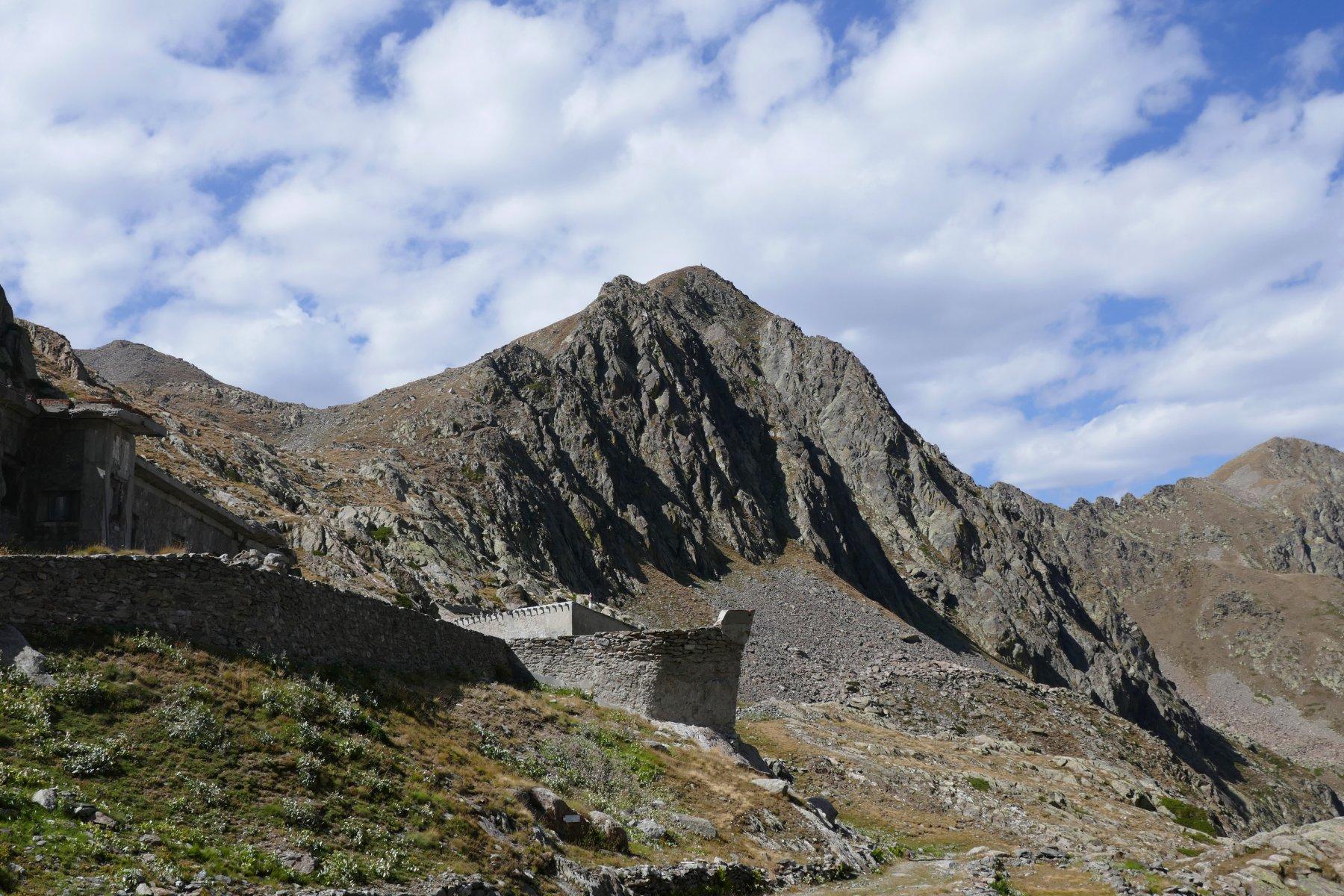 La cima di Seccia (Tommy) e la singolare fortificazione bellica