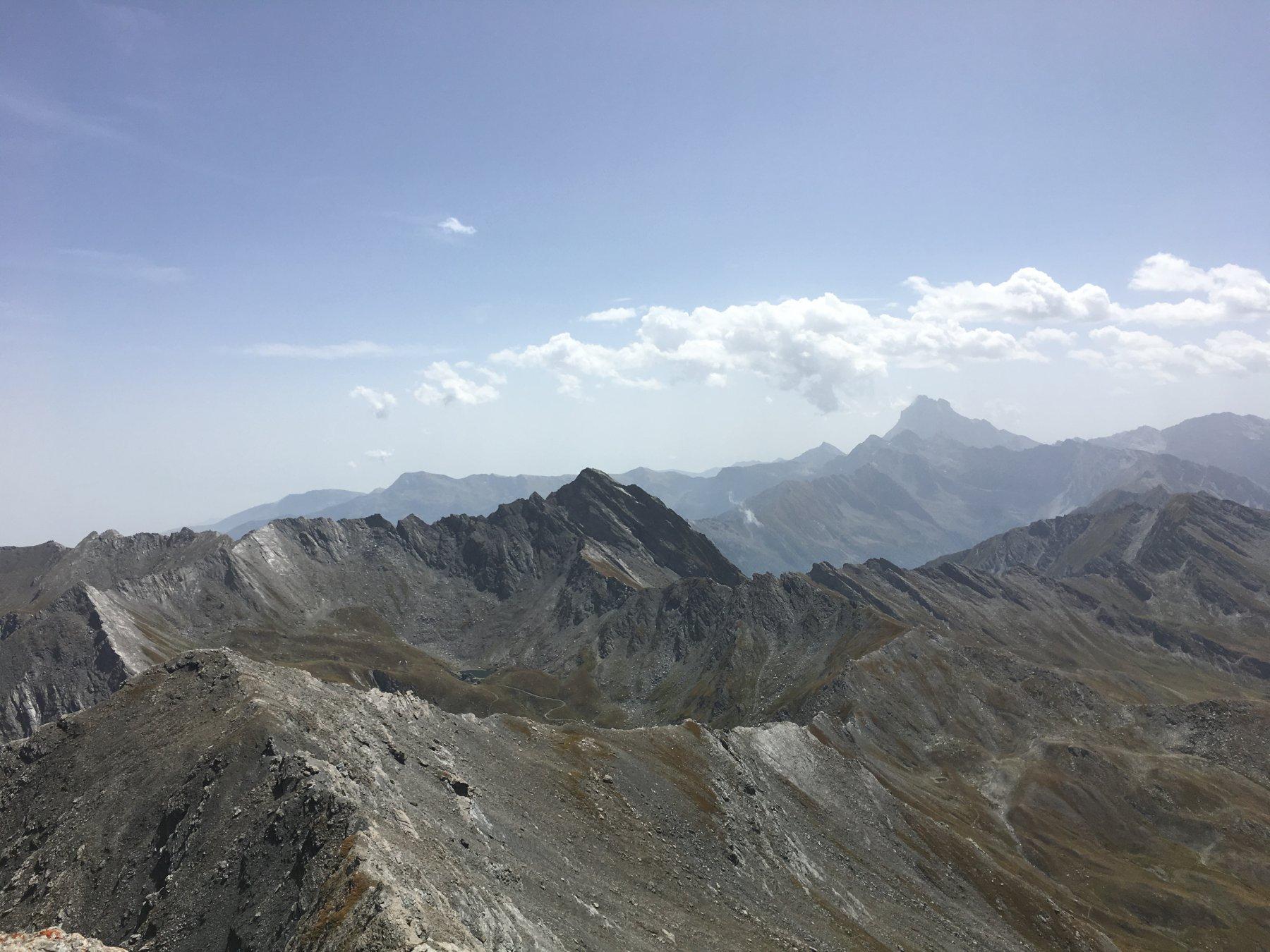 Monviso e conca del lago Verde dalla cima