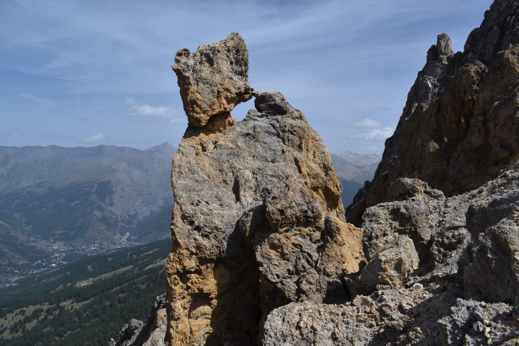 le curiose rocce poco sotto la cresta della Mezzodì
