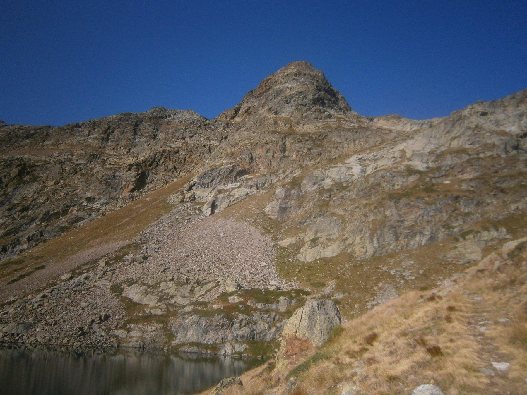Ecco la cima vista dal lago Sella superiore