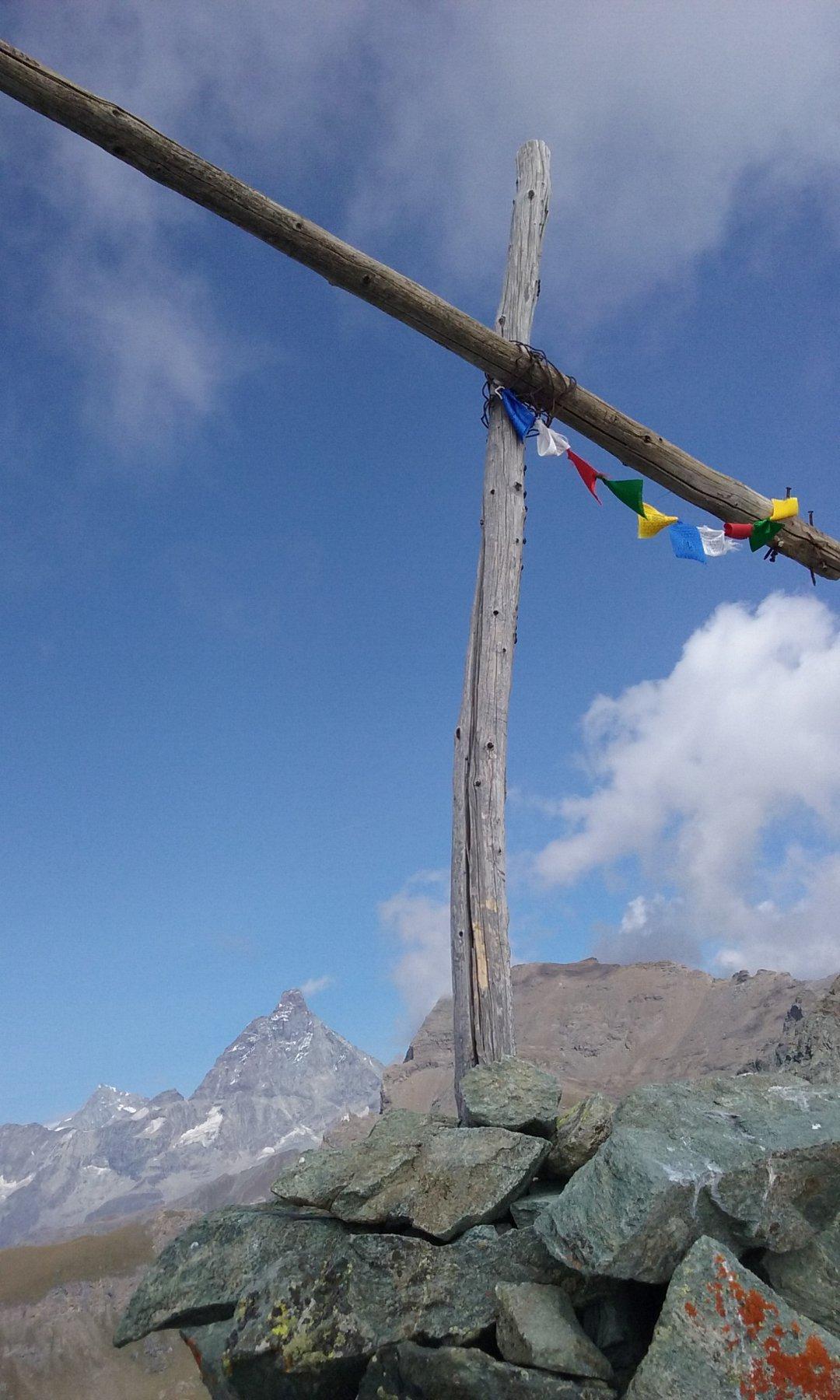 La croce di vetta e il Cervino