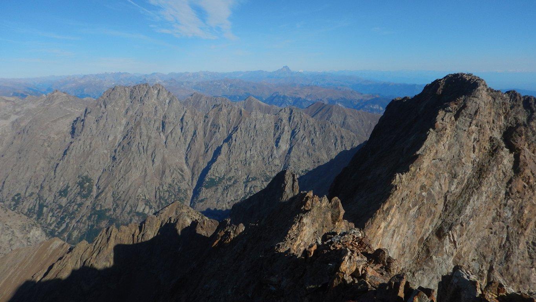 Cima Nord e Monviso sullo sfondo dalla cima