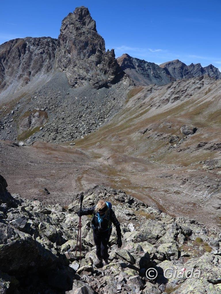 Salendo in cima, dietro il Roc della Niera