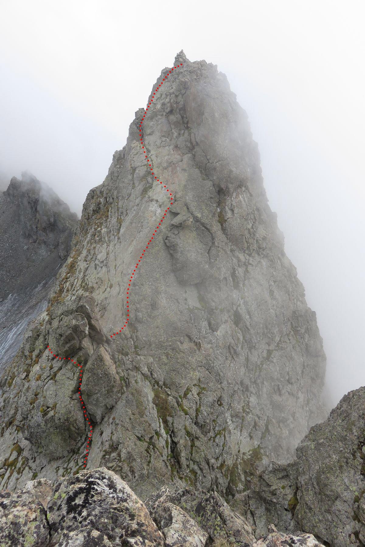 l'Asquasciati, con la via da percorrere, visti dal salto della cresta del Clapier