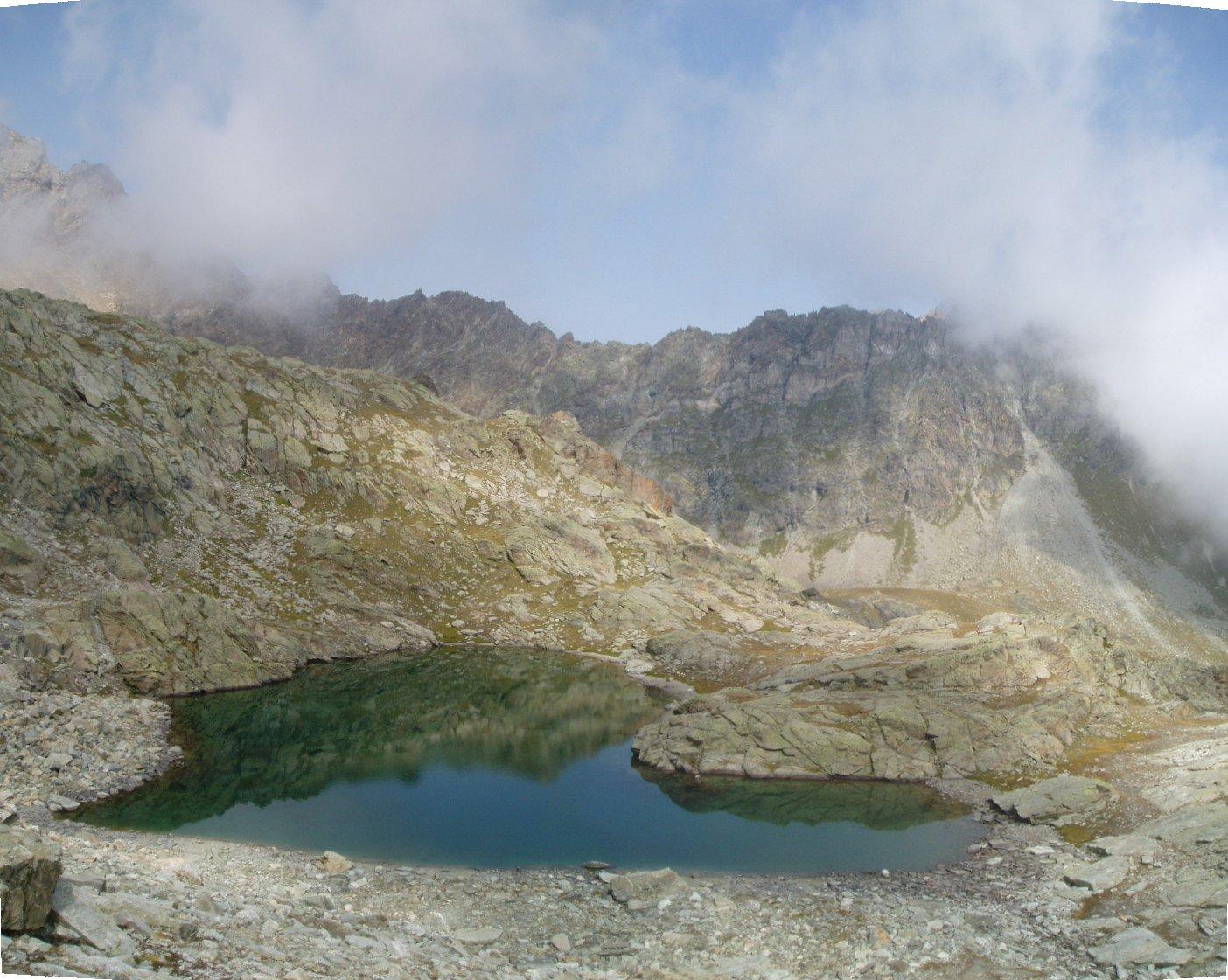 Lago Pisonet dal sentiero di salita.