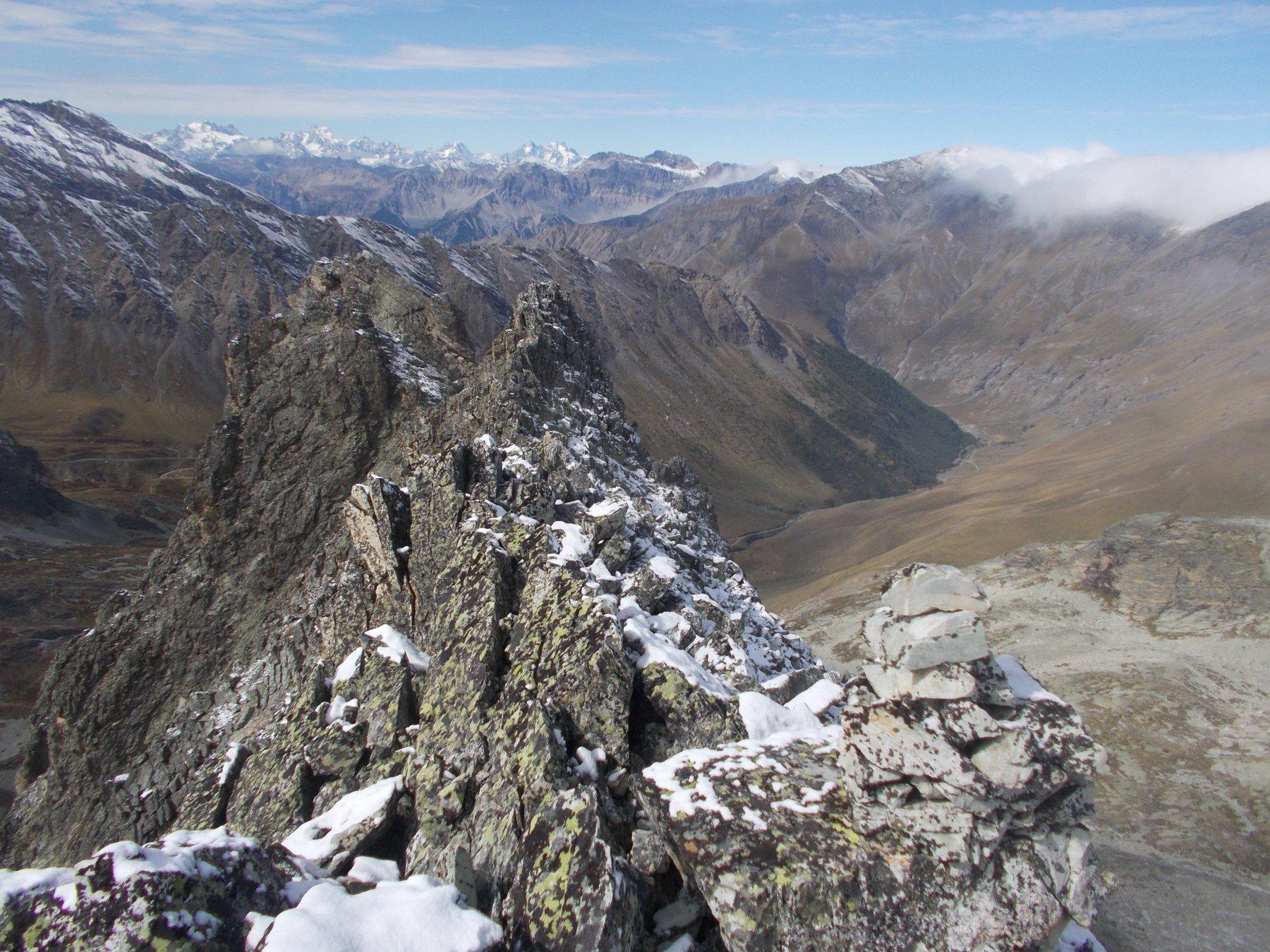 dalla cima est..uno sguardo a valle..