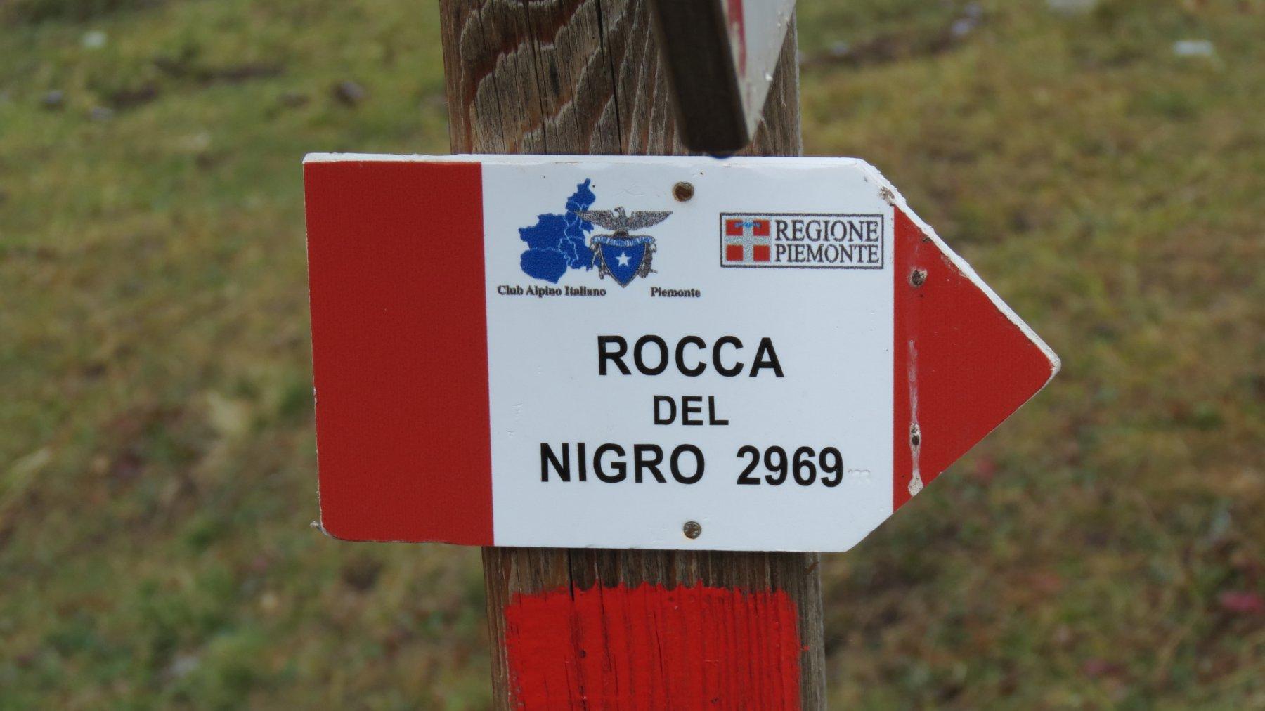 piccolo cartello indicatore ad un bivio nel Vallone Biancetta