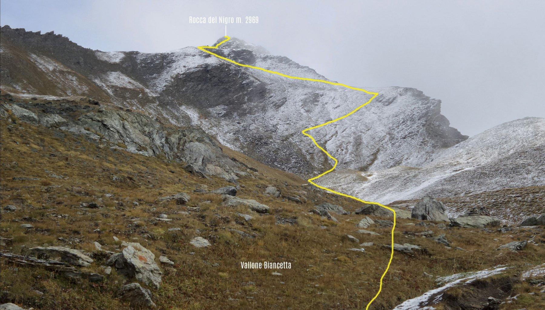 l'itinerario di salita osservato dalla prima parte del Vallone Biancetta