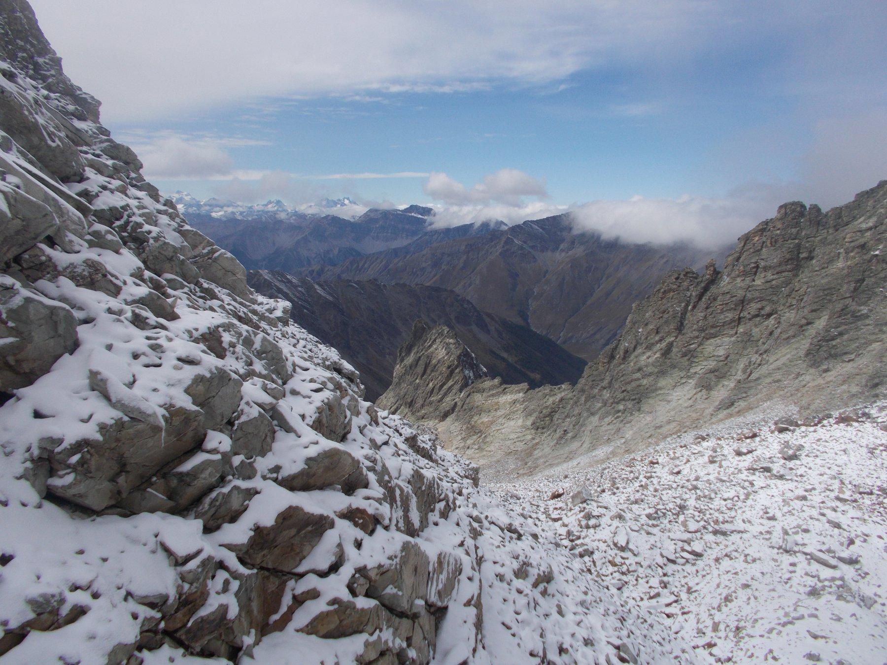 verso la Rognosa ..col Bric del Mezzodi ormai senza piu' neve..