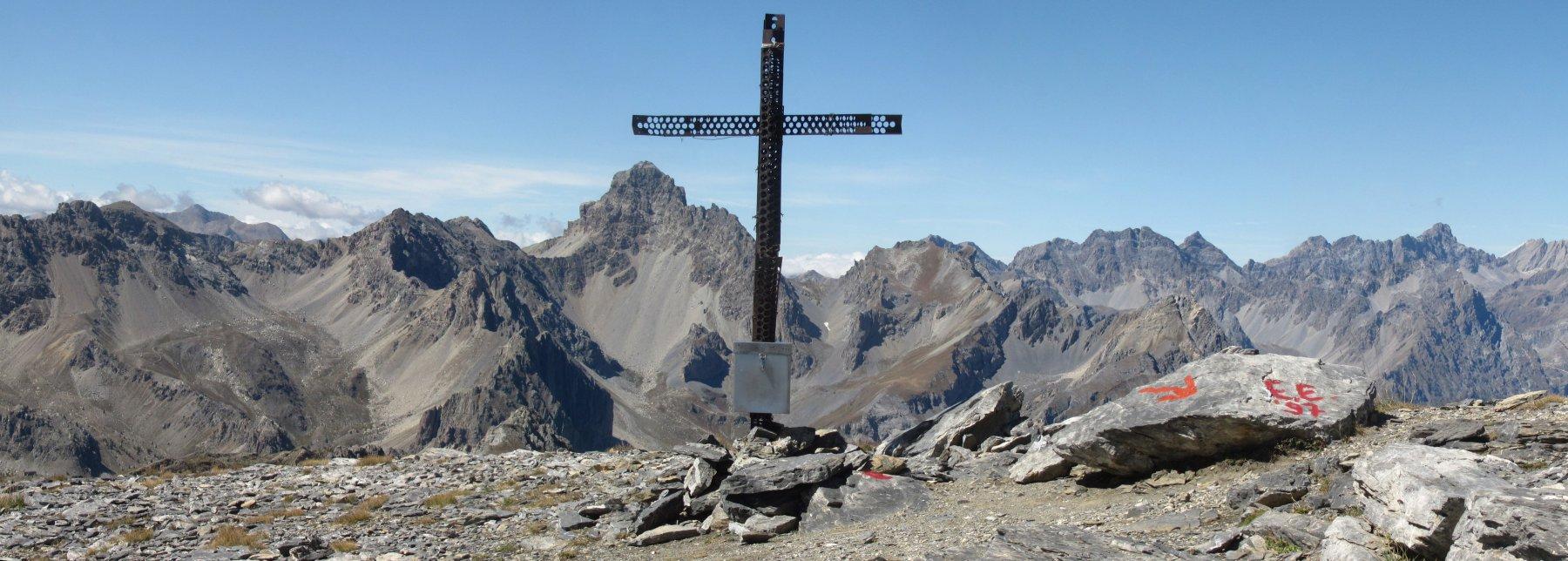 panorama dalla cima verso ovest, con l'Oronaye al centro