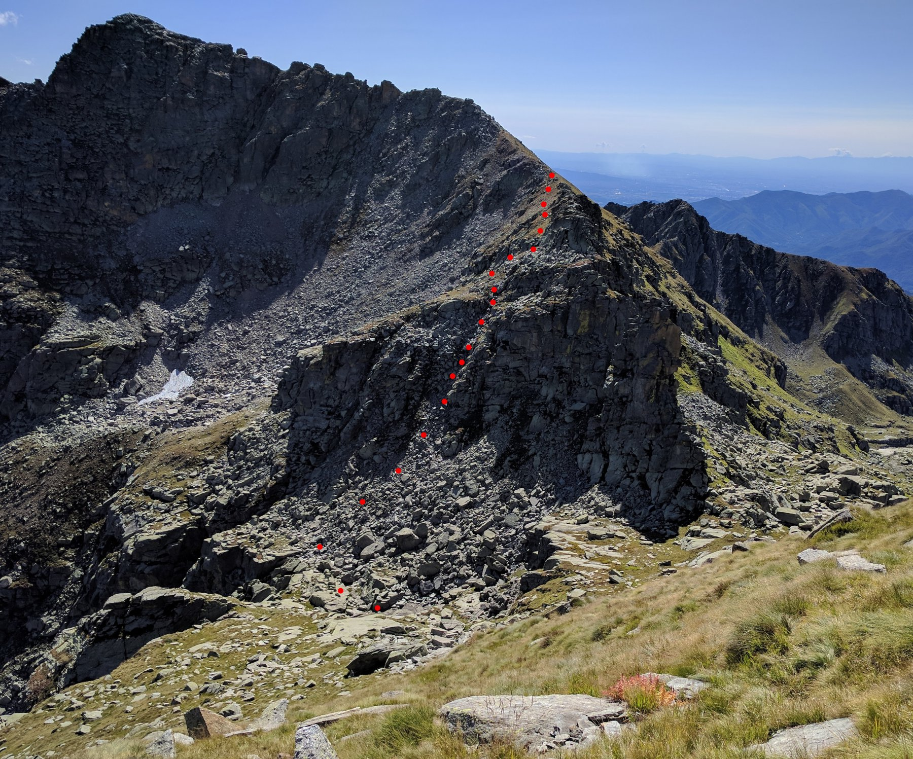 discesa da monte Tovo al colle di Nora vista dalla Giardonera