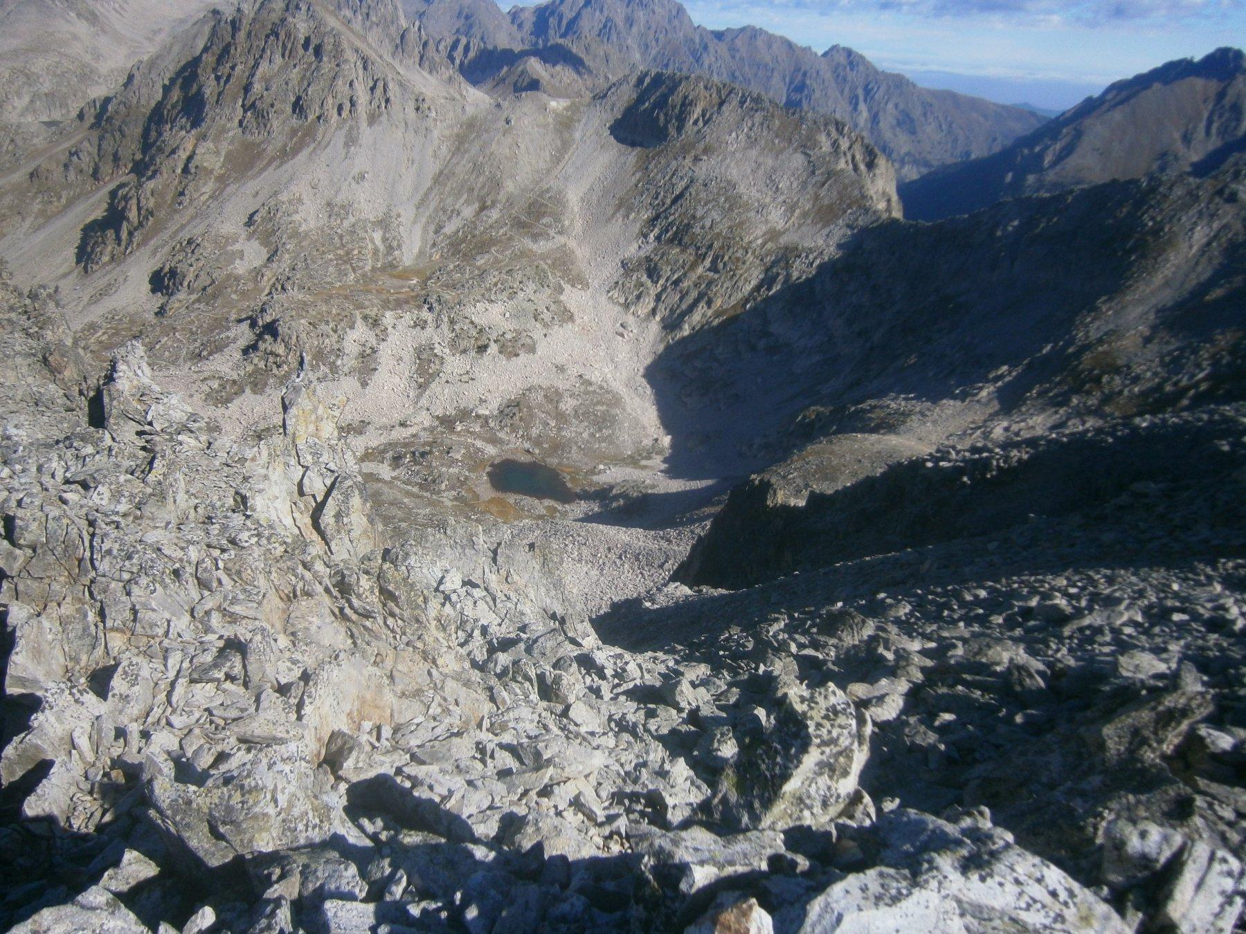 Il laghetto dove passa la traccia di sentiero