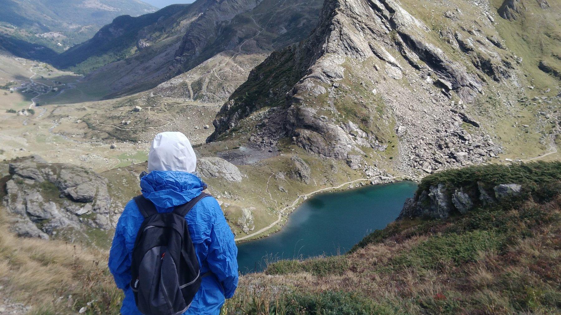 in discesa: vista sul lago Fiorenza