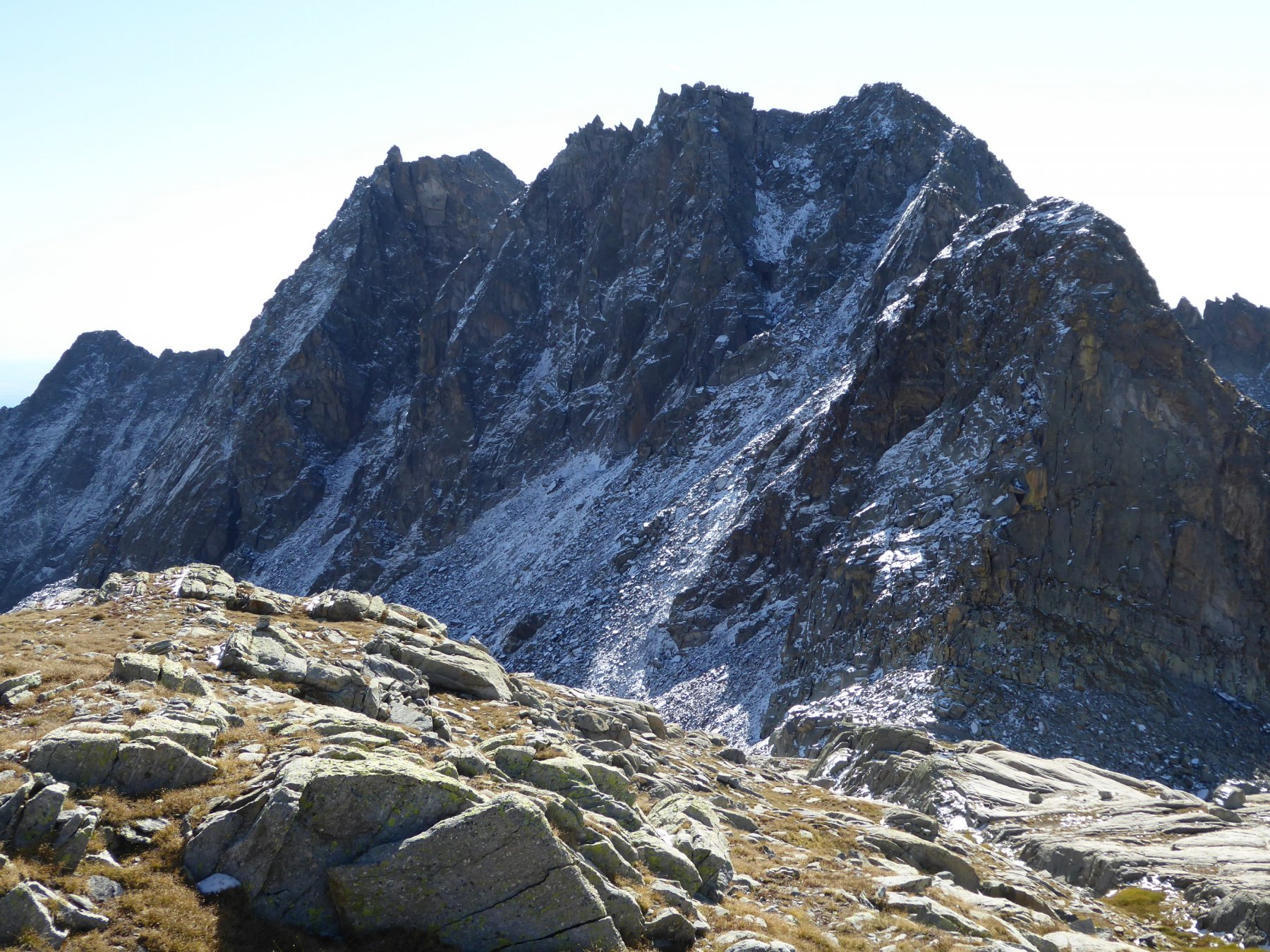 In basso, Bocchetta di Fioria, Punta Lasin, Punta del Boiretto e Monta Colombo
