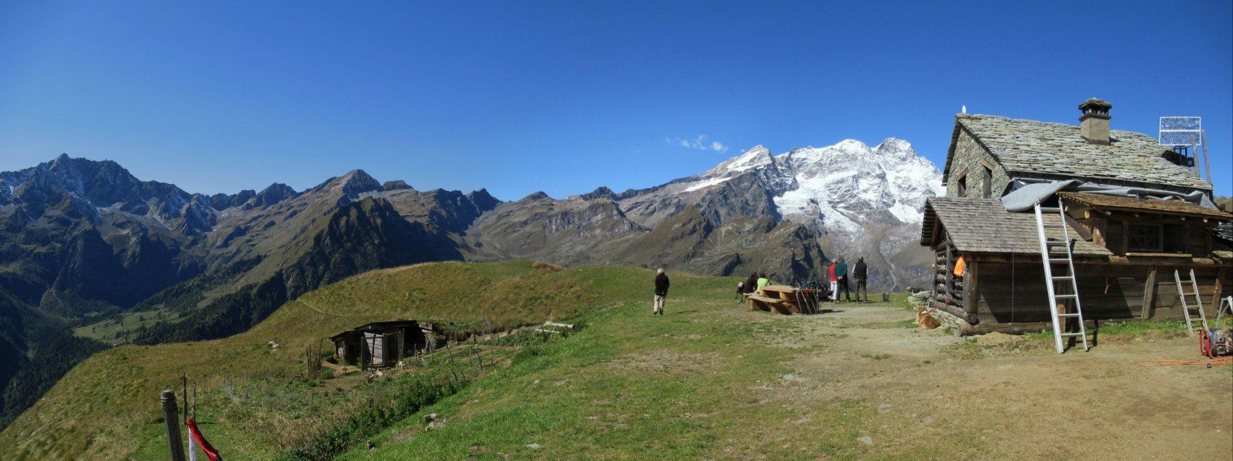 Il maestoso panorama dall'Alpe Sattal
