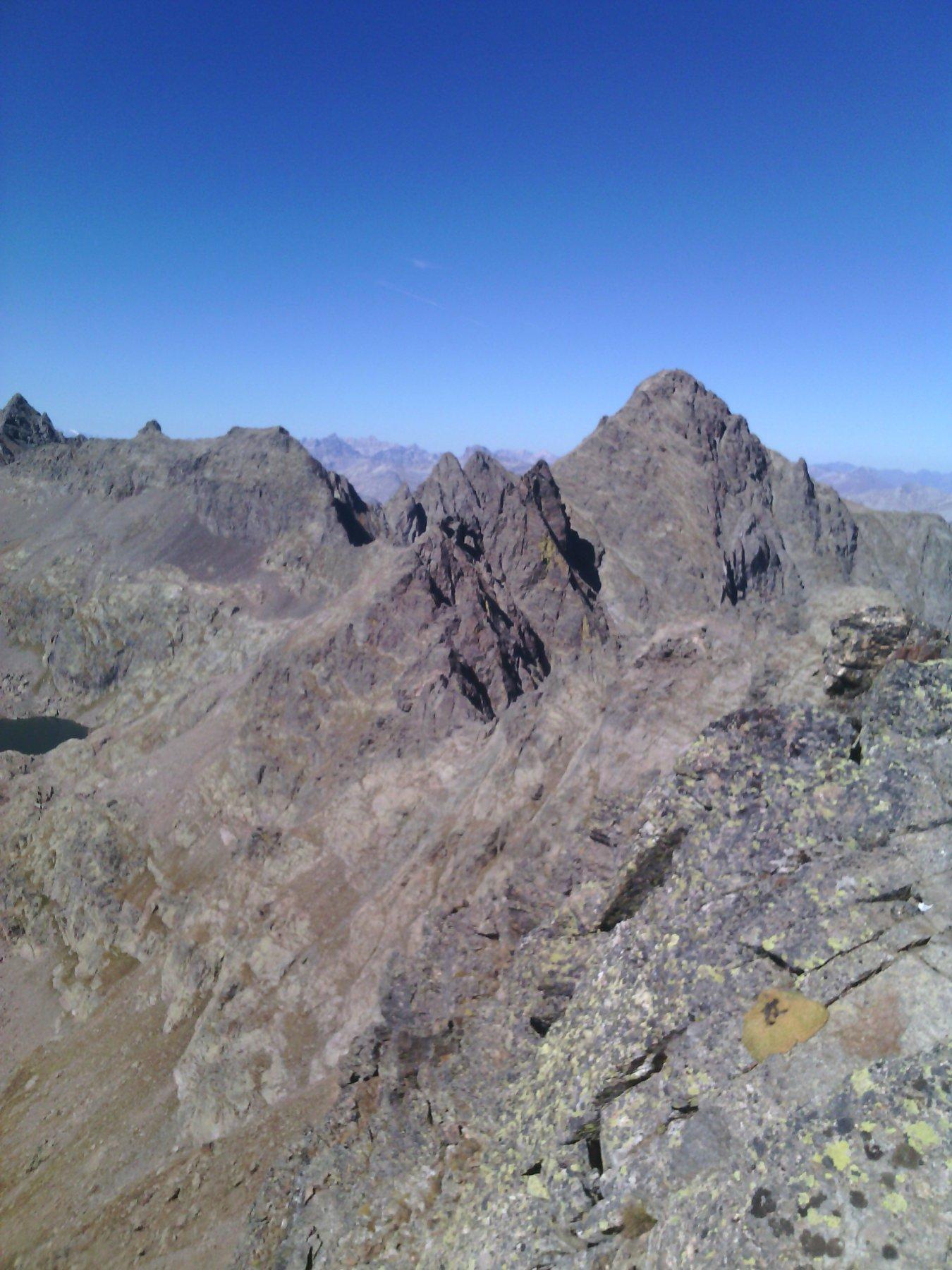 Becco alto d'Ischiator e a sx le cime di Montagnetta