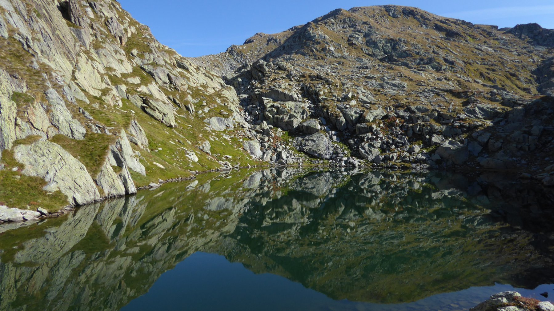 Lago superiore di Canaussa, Colle superiore di Canaussa e il Monte del Prà