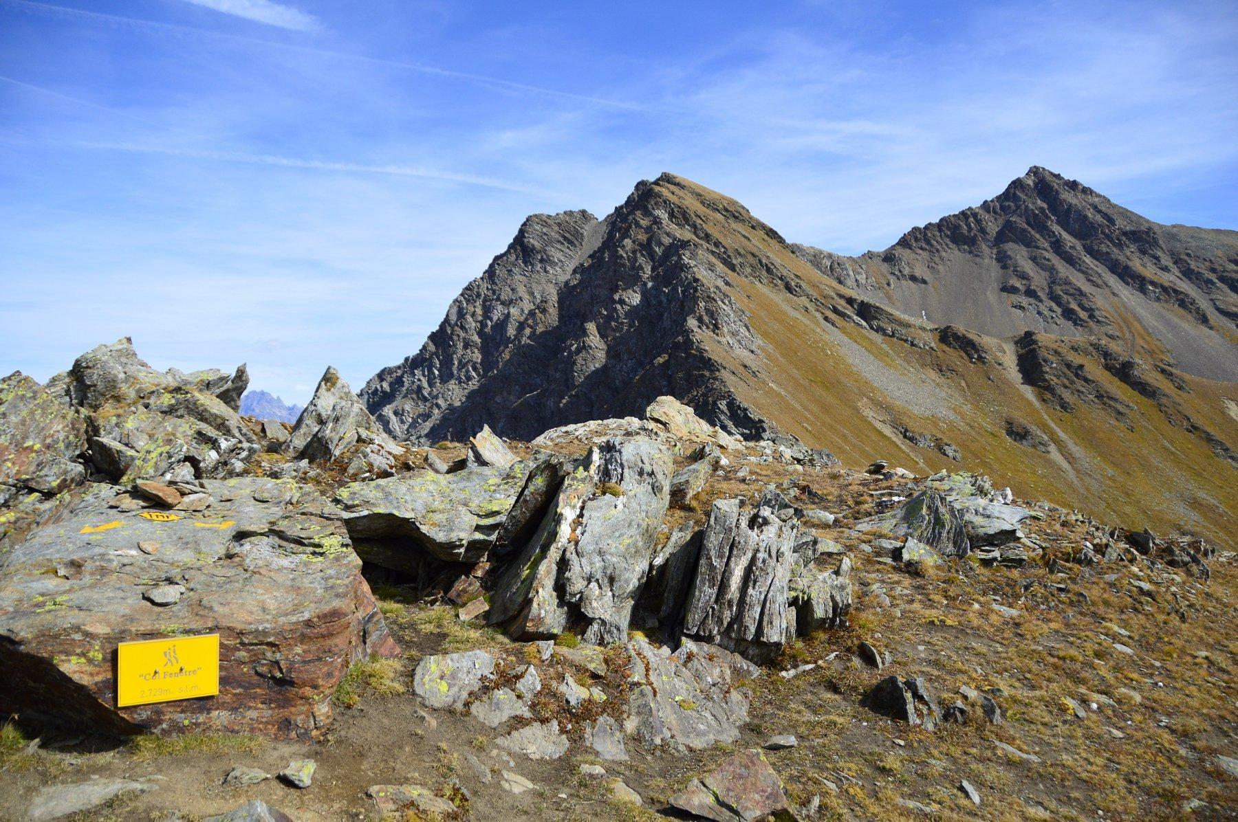Col Fenetre e a dx il mont Fallere
