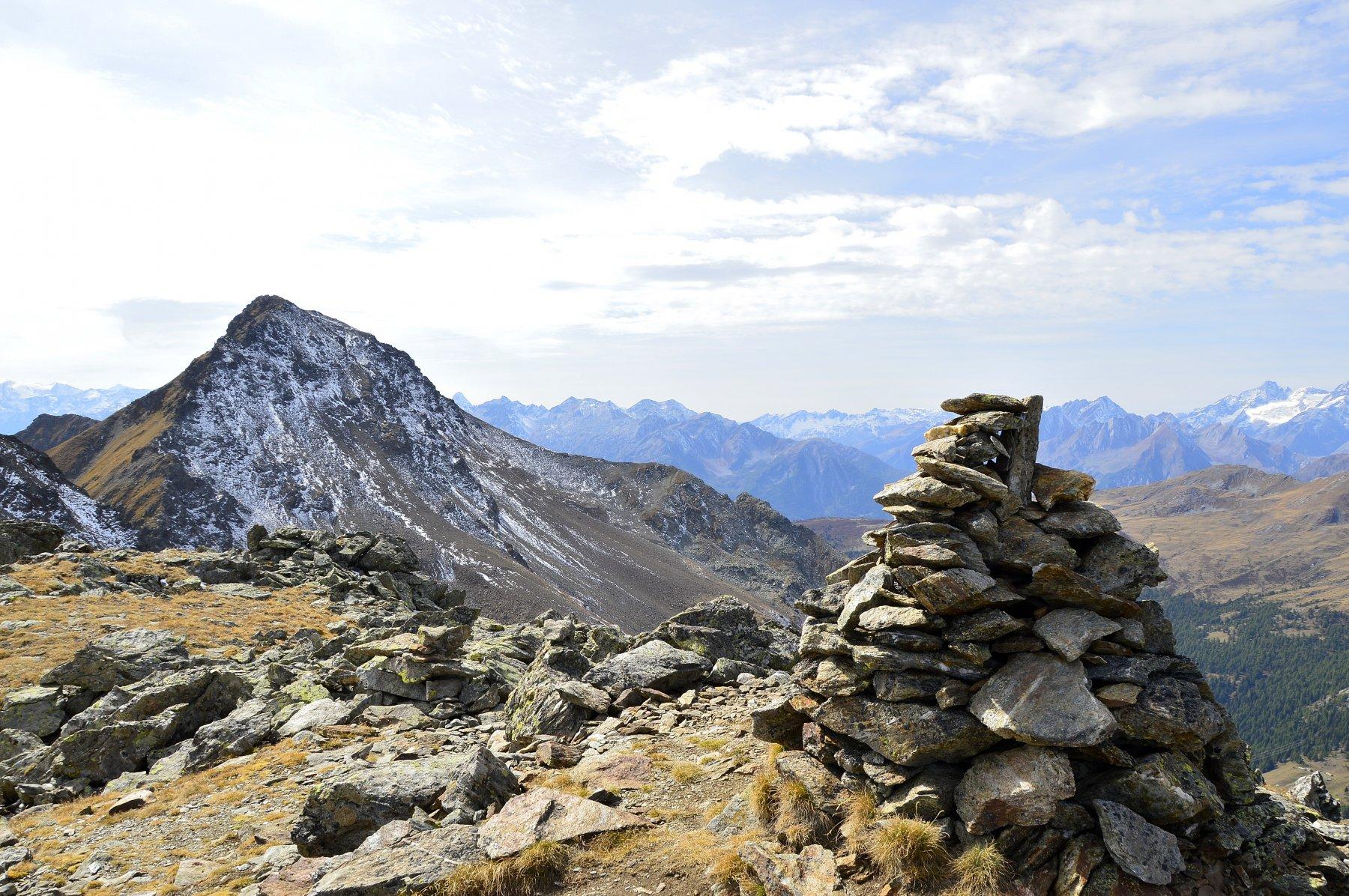 Vetta del Vertosan e a dx il monte Rosso di Vertosan