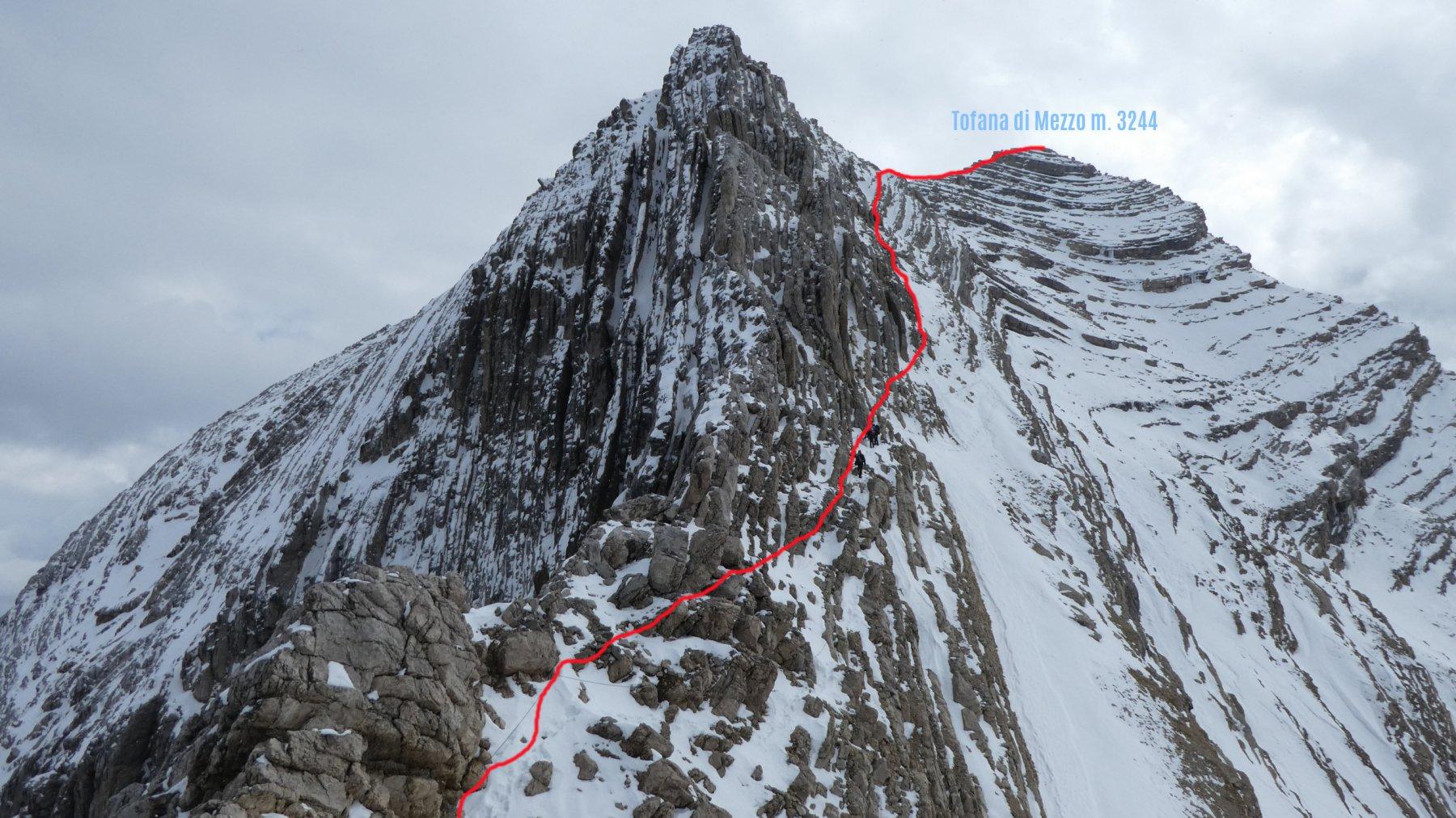 il percorso di salita alla Tofana di Dentro visto dalla Forcella di quota 3088 m