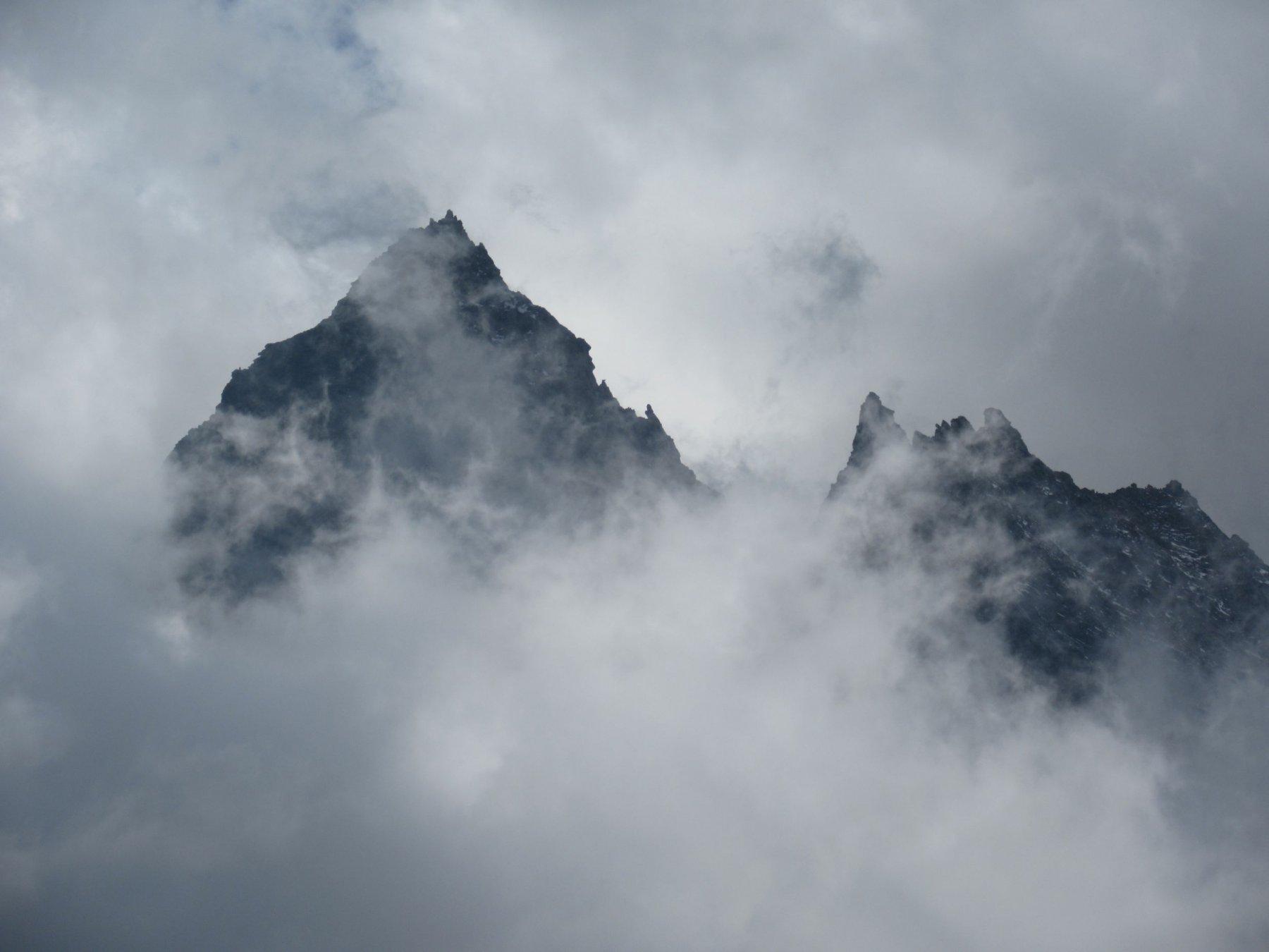 La nebbia avvolge le Levanne