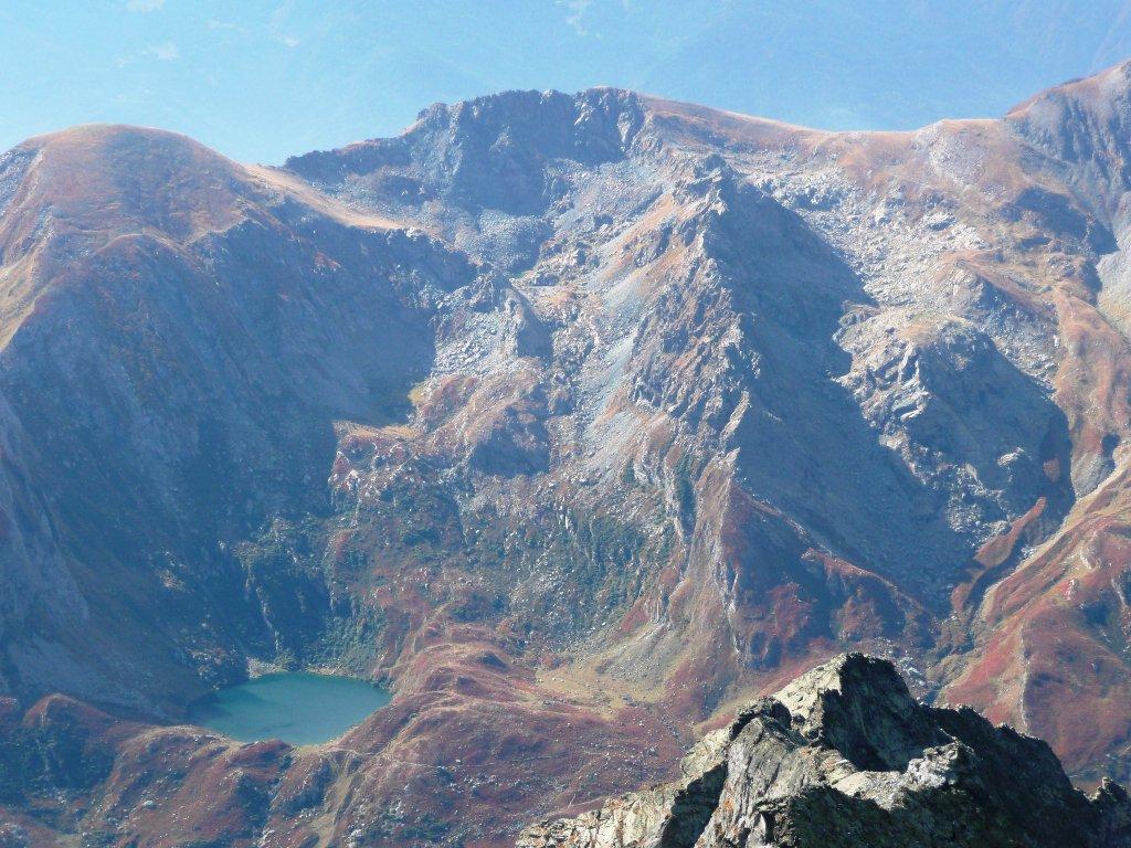 Il lato opposto della valle: Lago Nero e la Cresta del Turlo salita lo scorso anno.