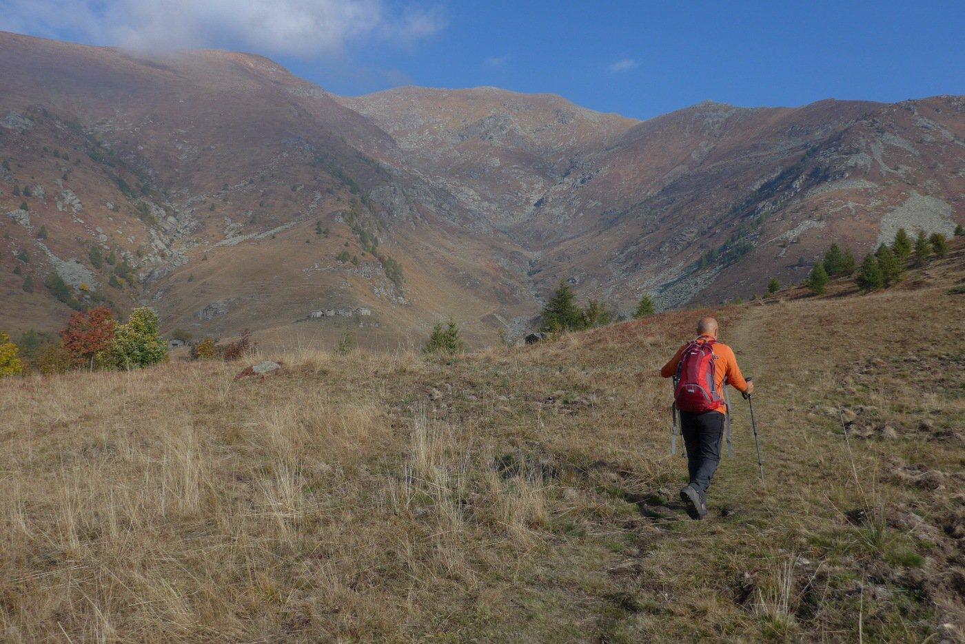 Sul sentiero, poco prima della deviazione a destra sui prati