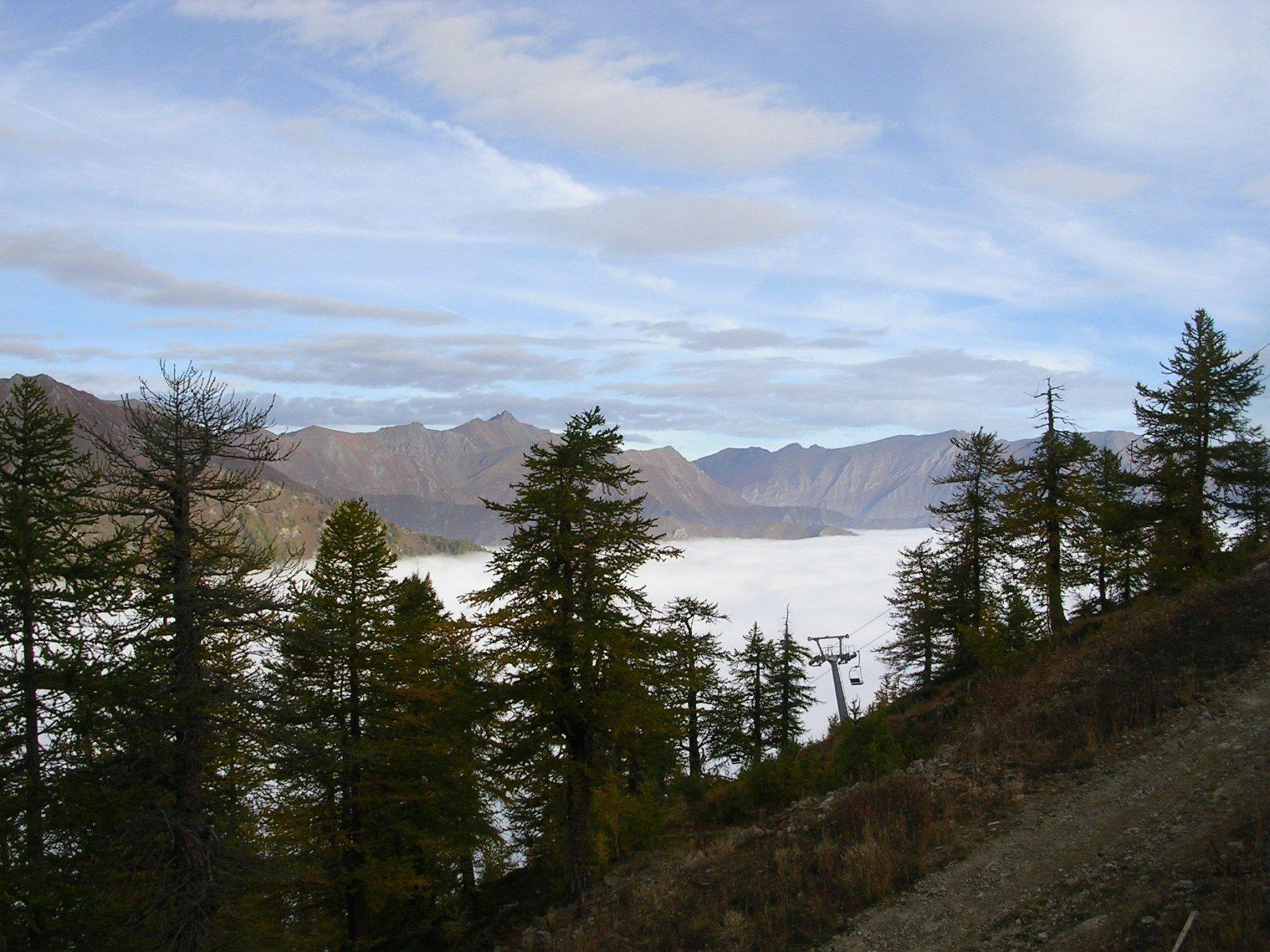 La valle Germanasca coperta dalle nuvole