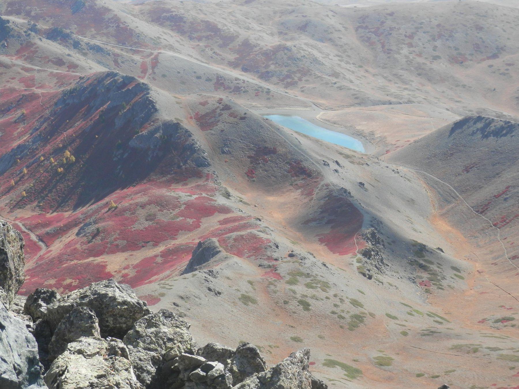 lago dei 7 colori dalla vetta
