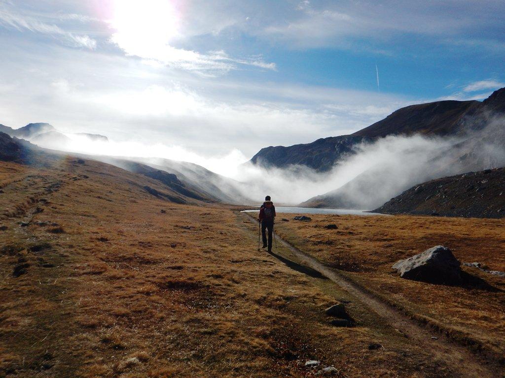 Ultimi refoli di nebbia al lago dell'Oronaye