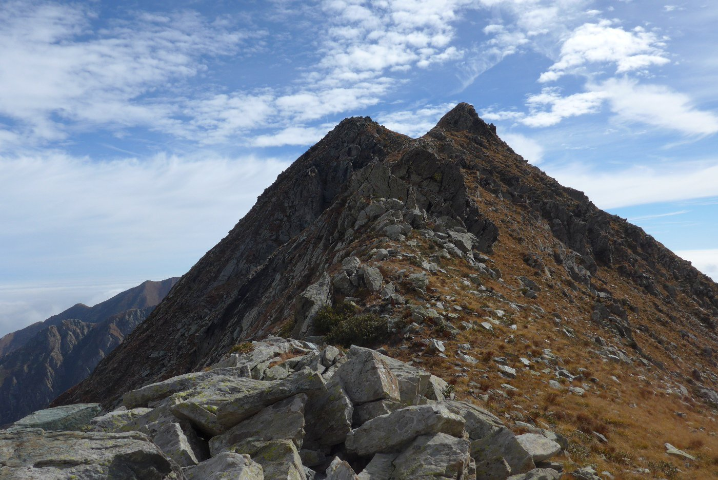 La Rocca Maritano dal colle della Forcola. Sembra difficile....
