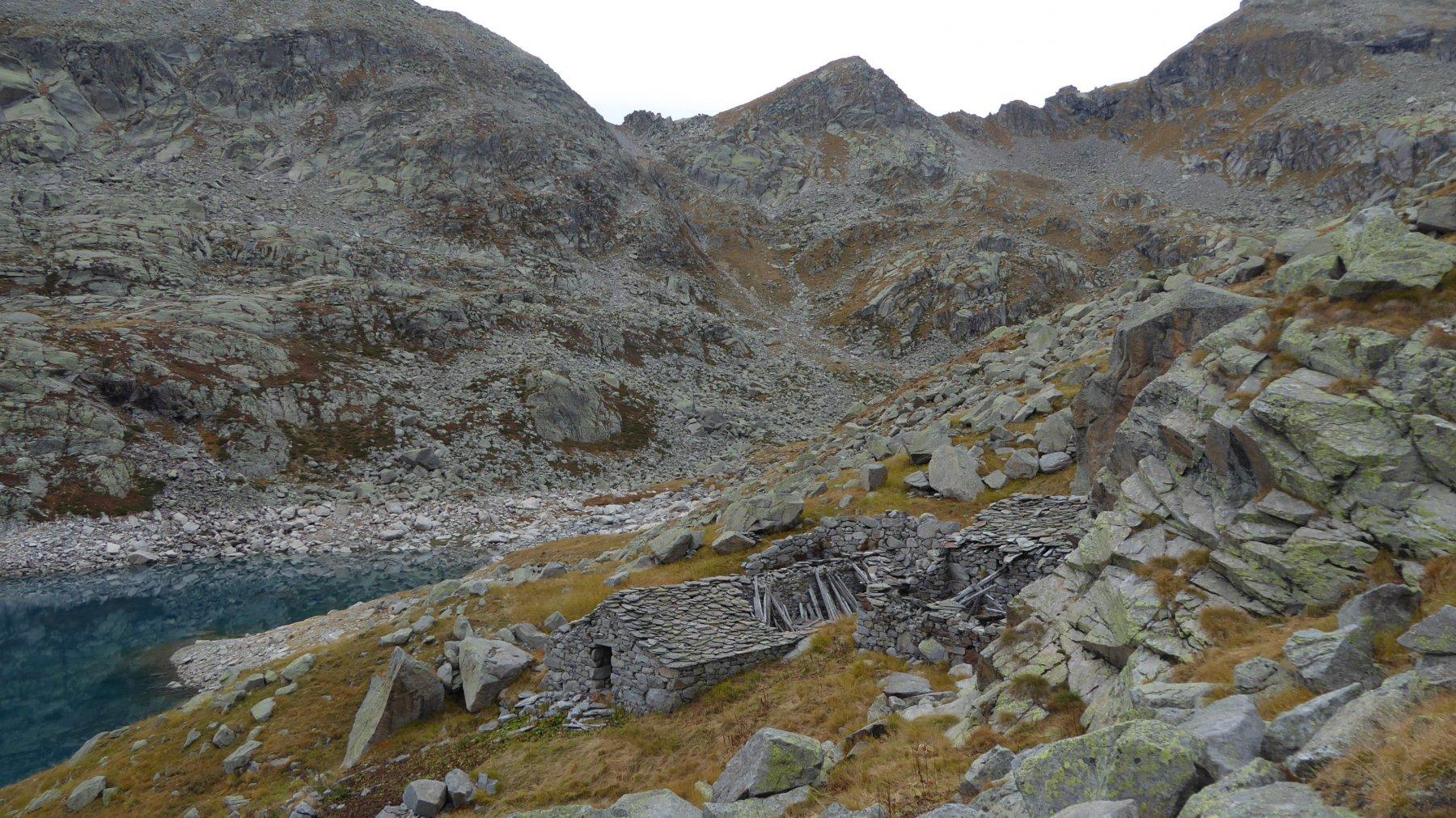 In basso, Alpe ed in alto, Bocchetta di Valsoera, da risalire...