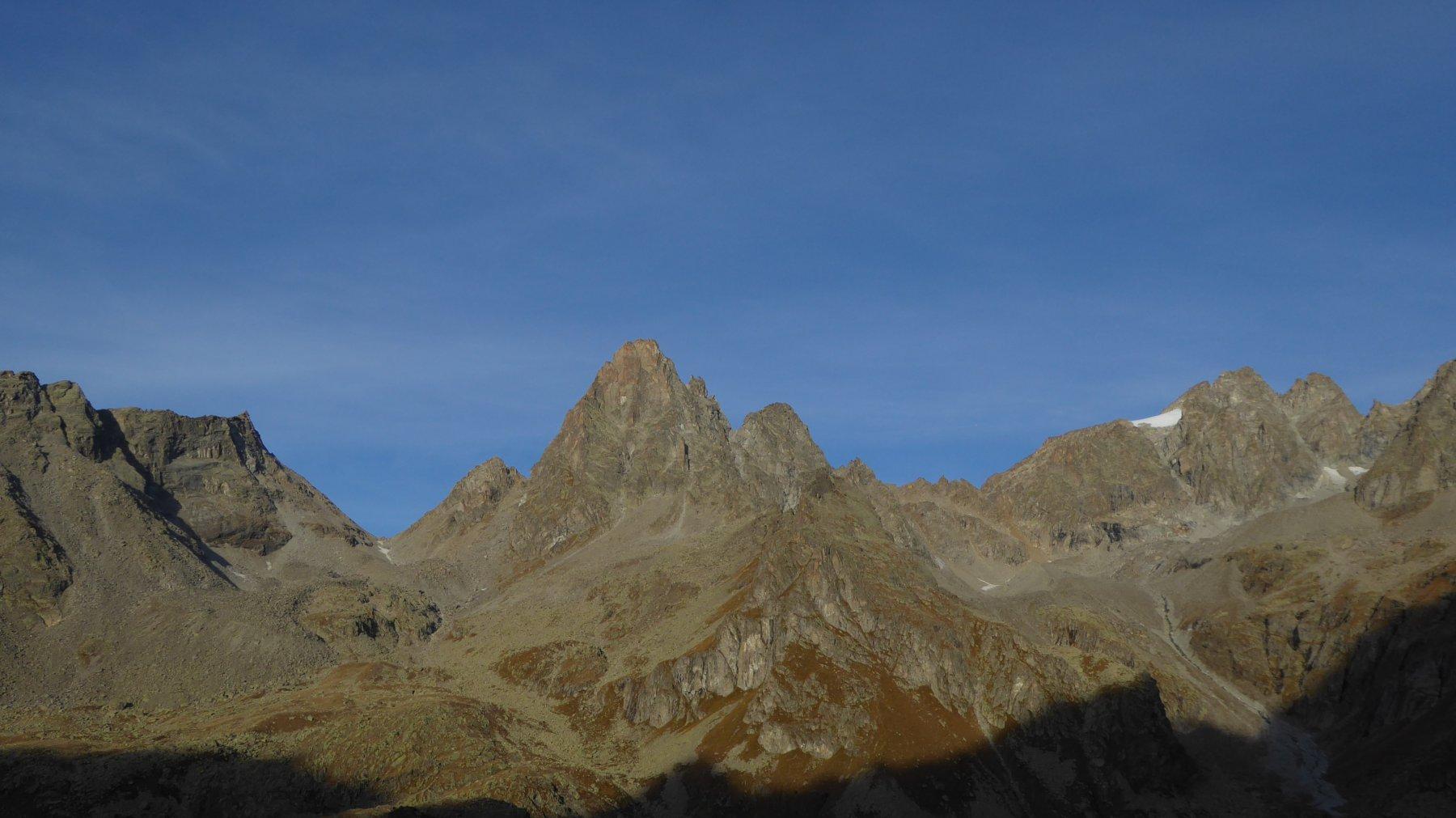 Salendo alla Bocchetta di Valsoera, sguardo verso ovest