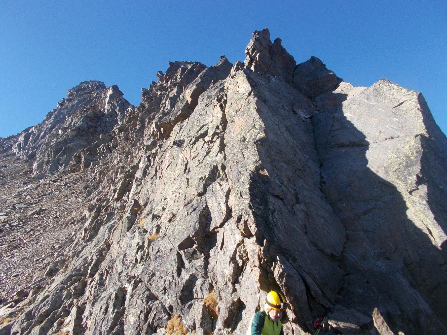 la cresta nord della Valmiana dal colle Grandzetta..suscita qualche timore guardarndola..