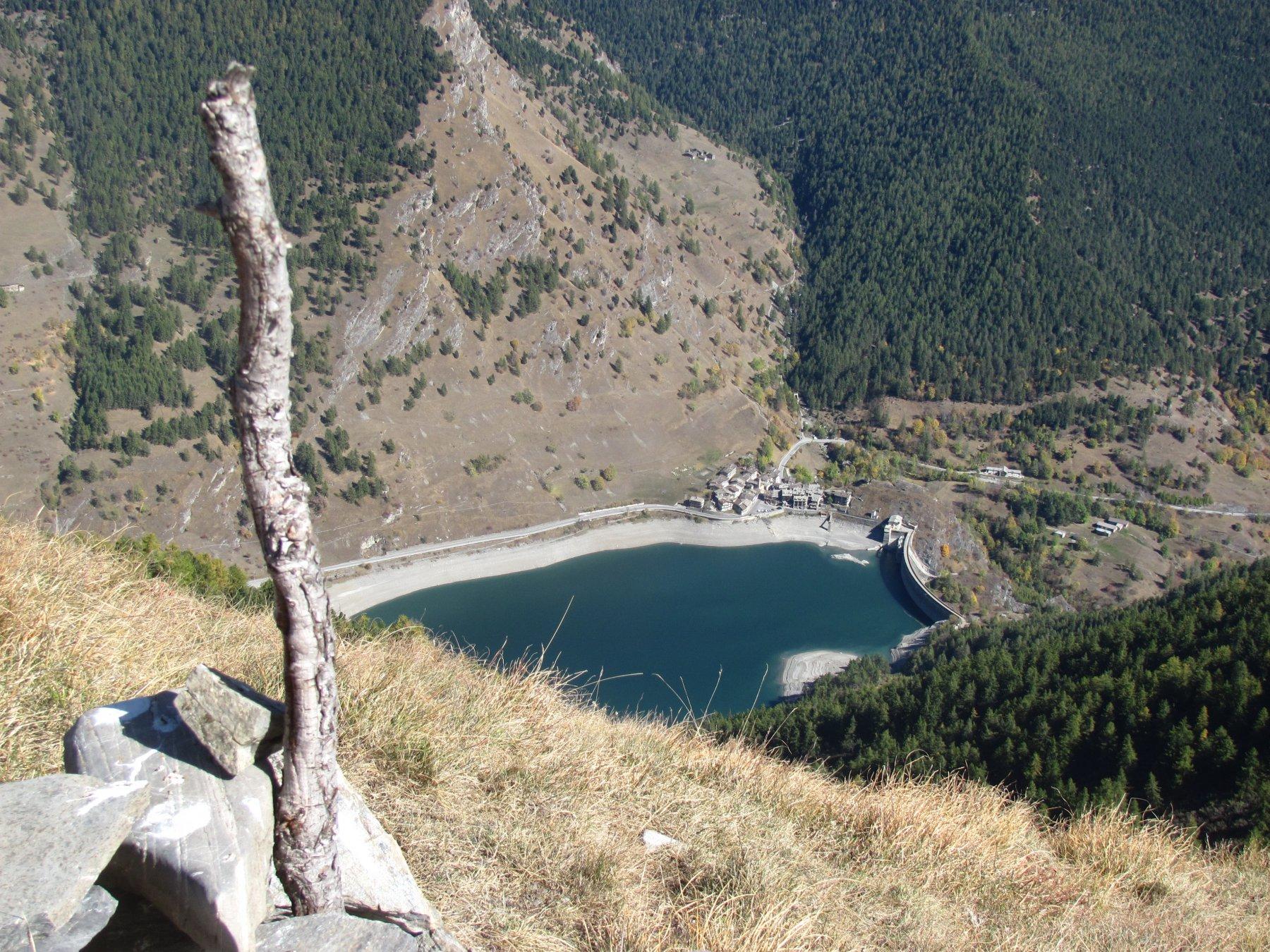Vista dalla P.ta Battagliola sulla frazione Castello e il lago di Pontechianale