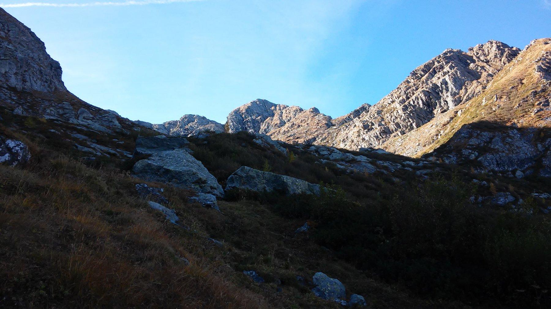 La conca del Forno a sx Cruvin ovest mt.2712 al centro Rocca del Forno mt.2722, a dx Punta della Forcola mt.2590