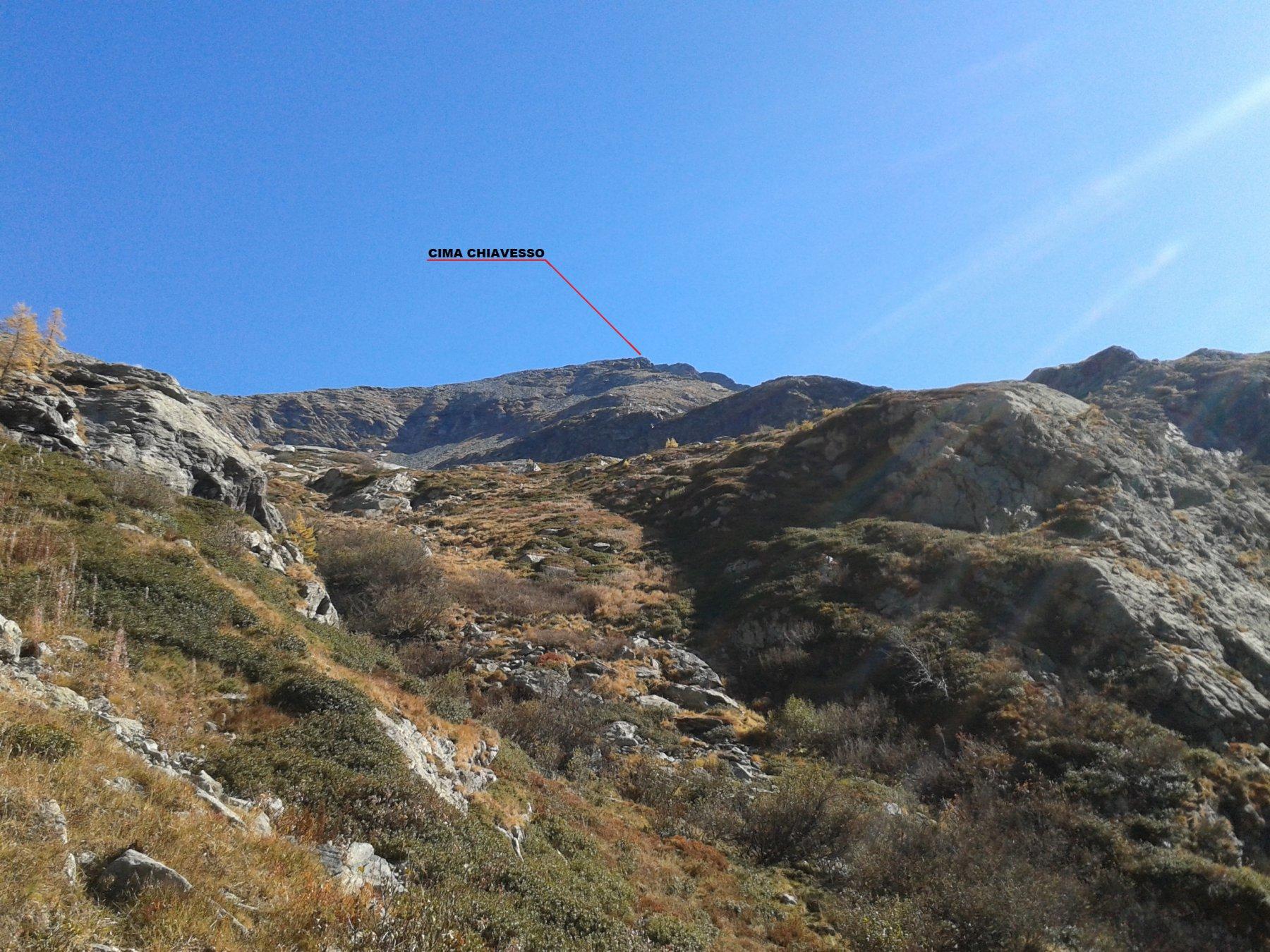 la vetta vista dall'inizio del valloncello di raccordo con il colle del vallonetto.