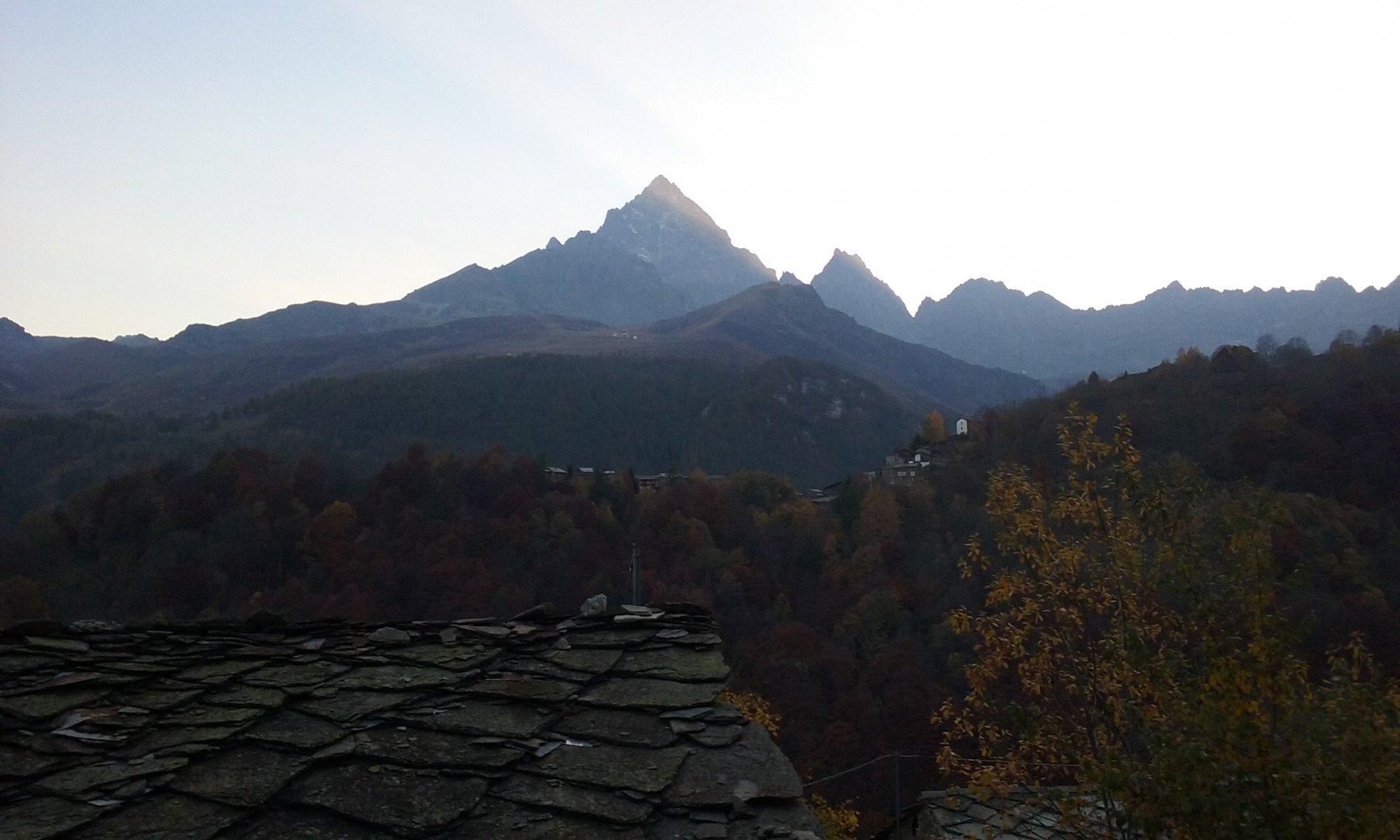 Borgo e il Monviso
