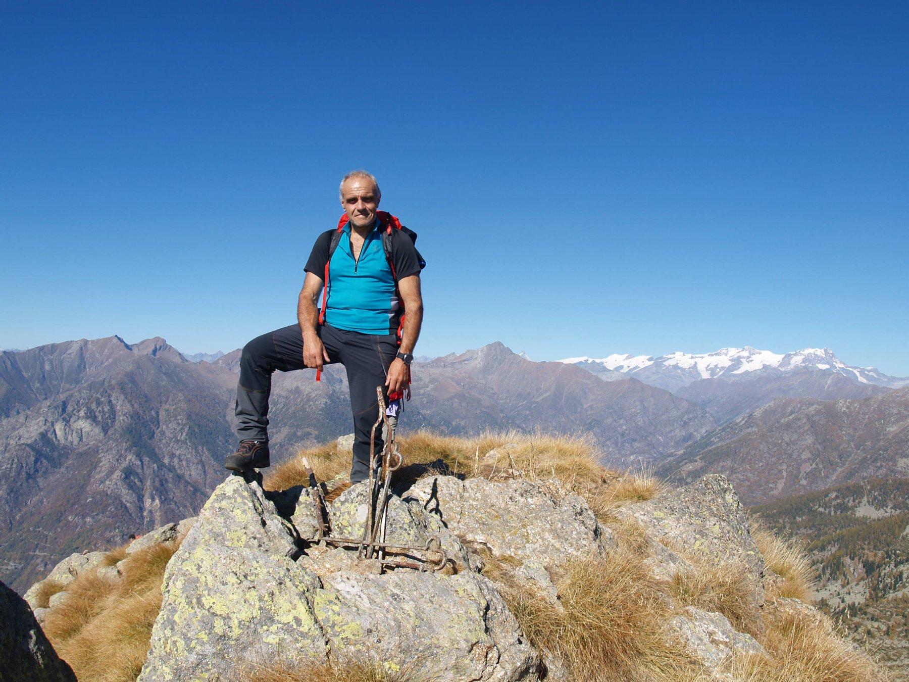 Mont Bechit e dietro il gruppo del Rosa