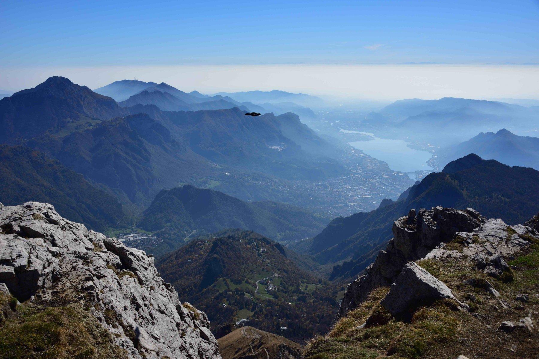 Veduta verso Sud dalla vetta con Lecco e il Lago di Garlate.