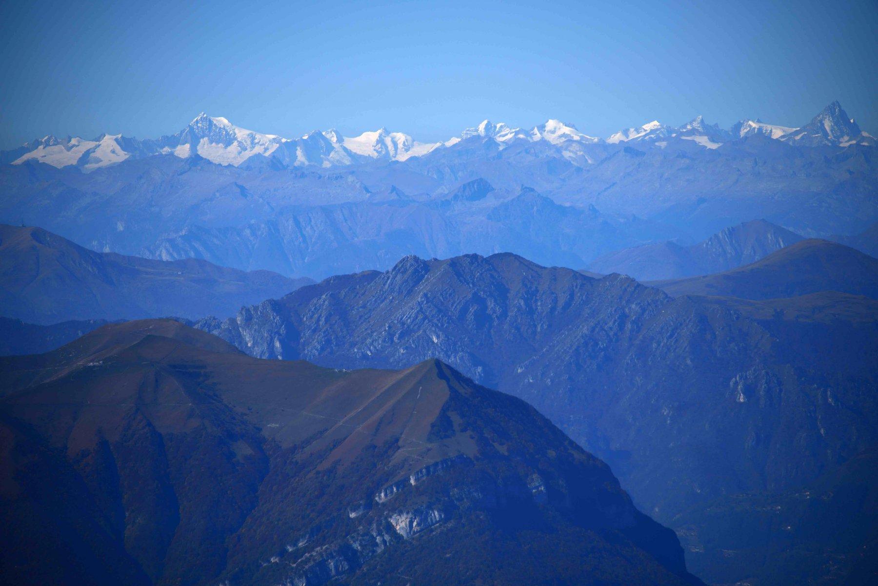 Le montagne dell'Oberland Bernese dalla vetta.