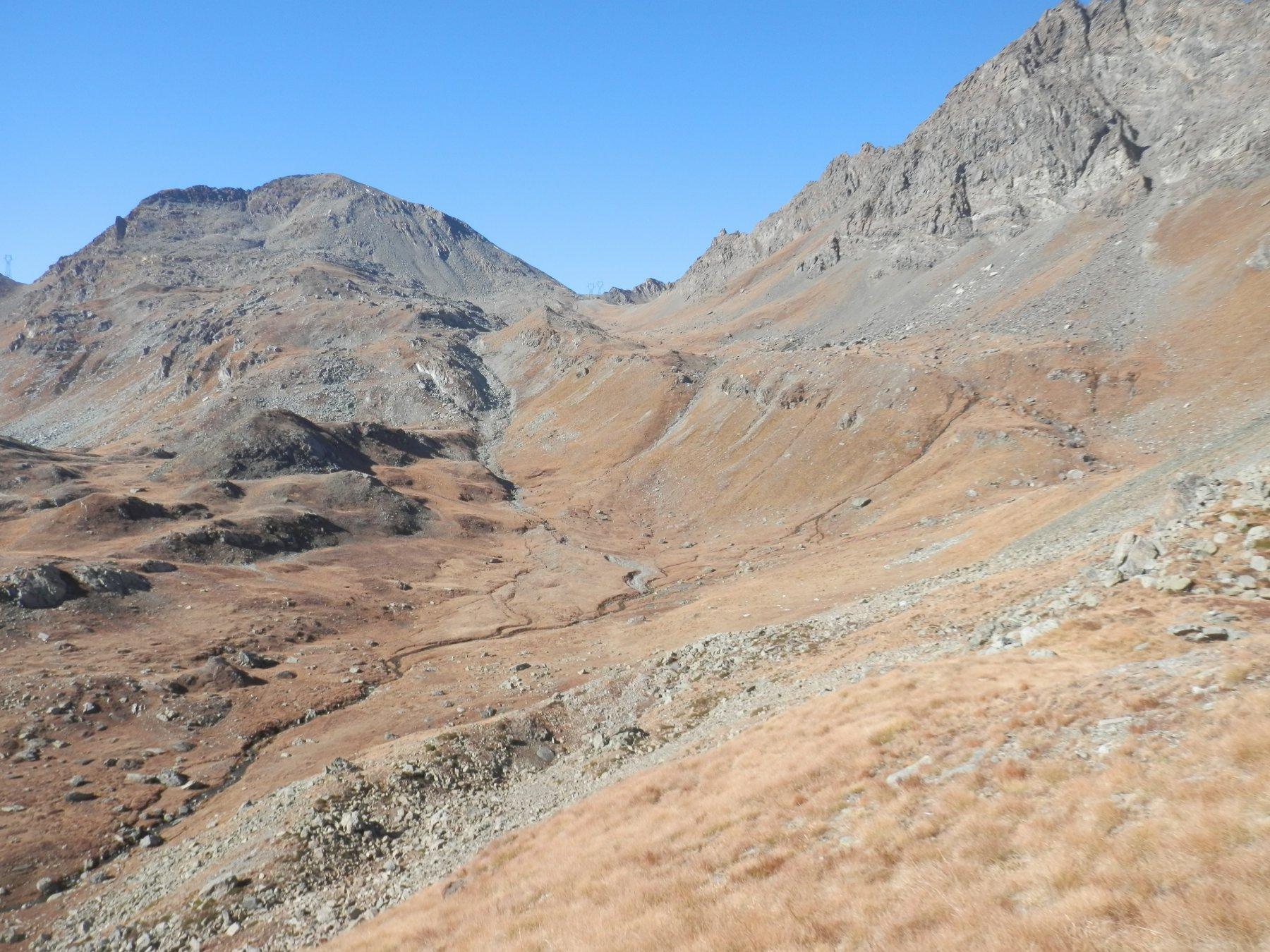 Il lungo traverso verso il colle Pontonnet e la Tour Ponton