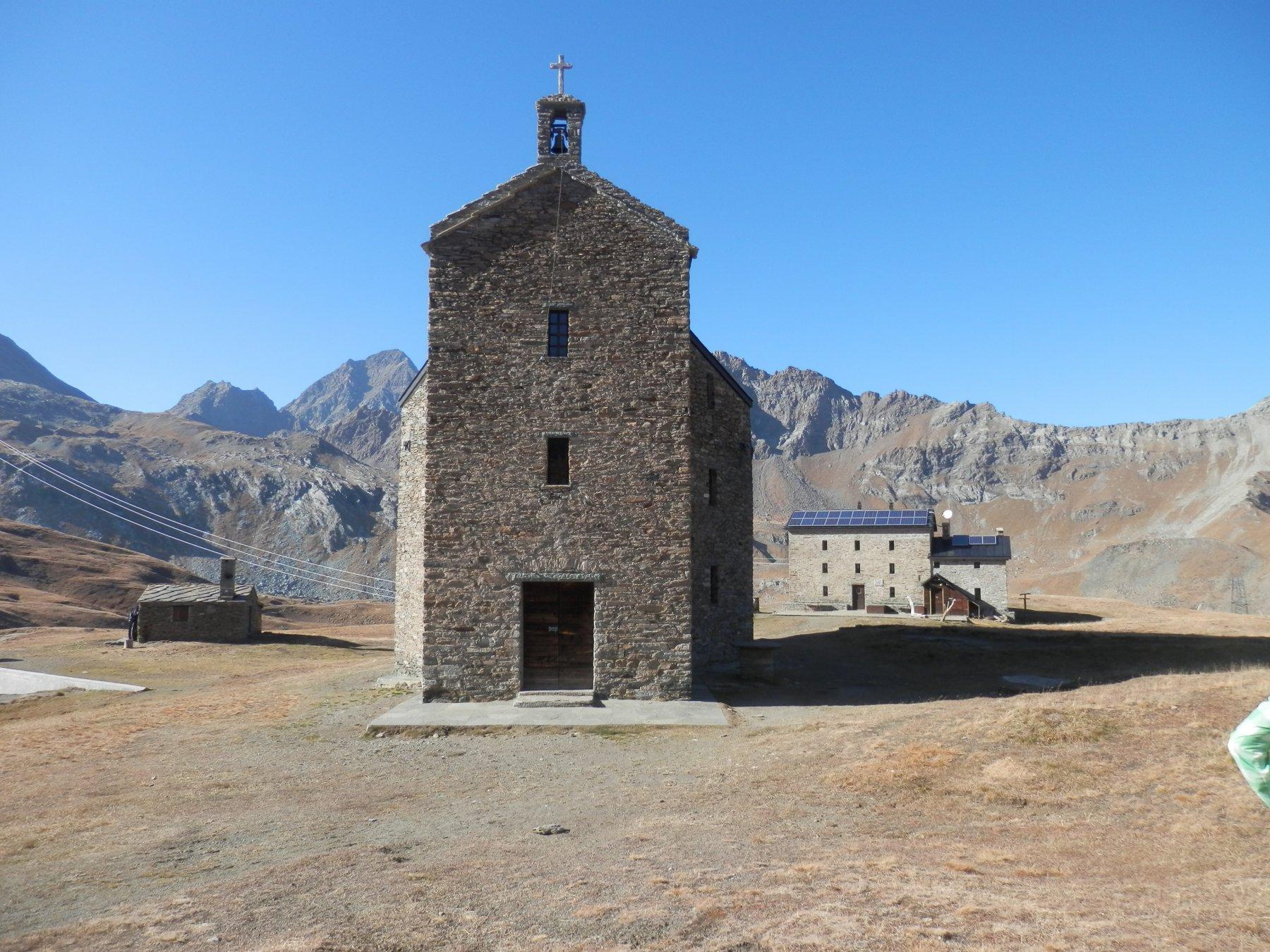 Chiesa e Rifugio al lago Miserin