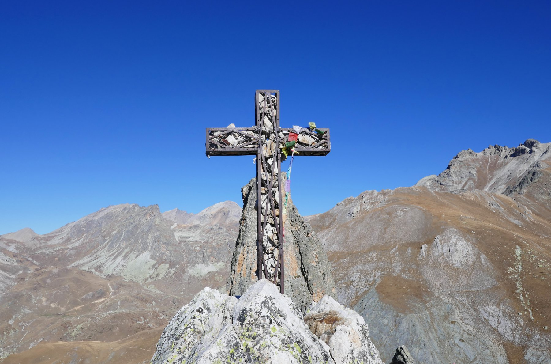 L' artistica croce della  Rocca Provenzale