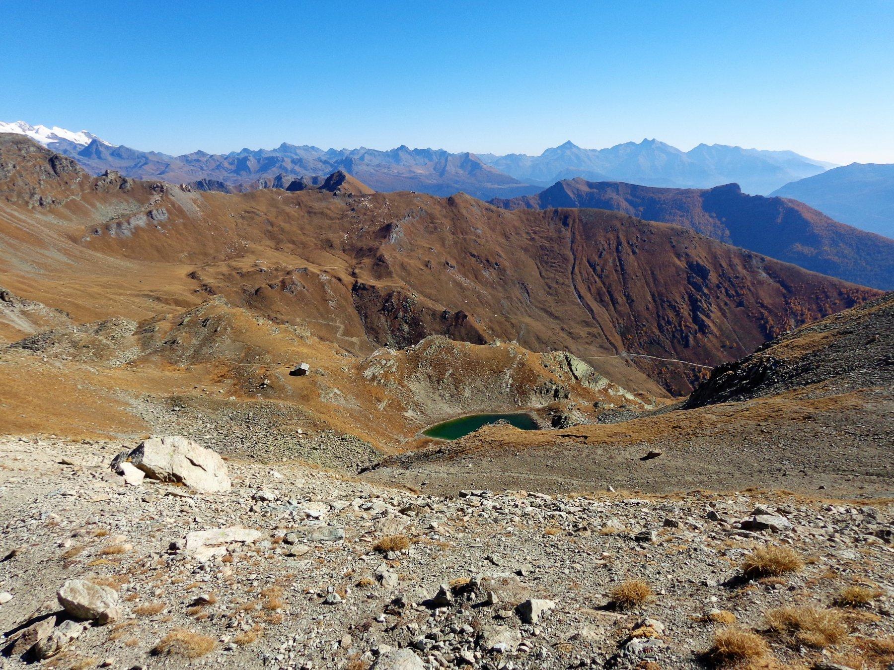 Bivacco Clermont-Rosaire e laghetto visto dall'alto