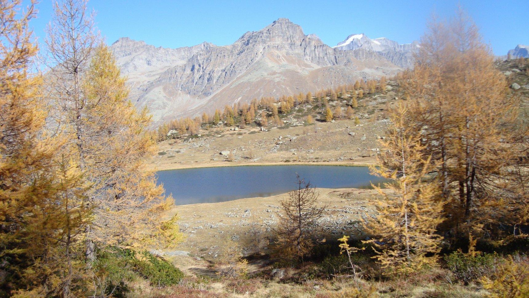 lago dres,sullo sfondo ciarforon e gran paradiso
