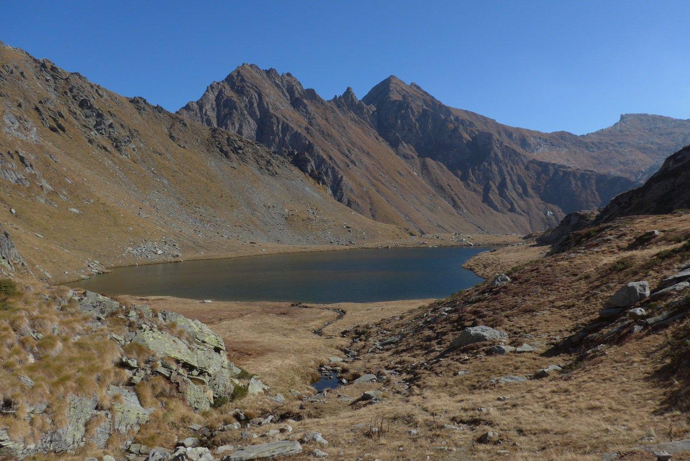 Il lago Santanel e il monte Facciabella