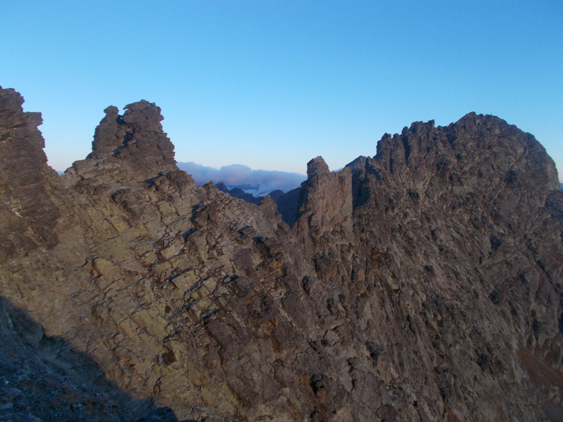 la cresta cosi come appare di profilo dai pressi del Passo Giacoletti..