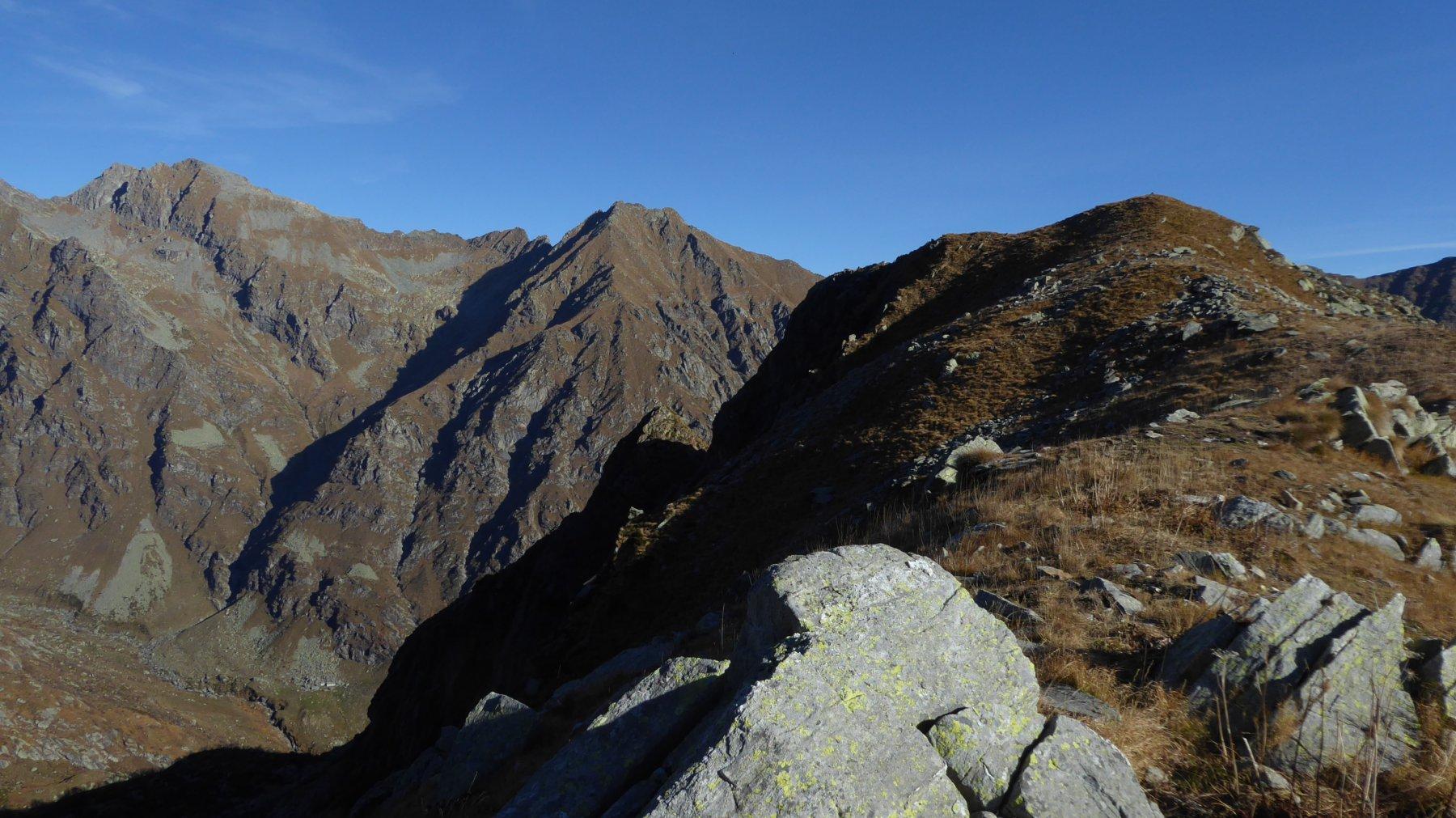 A destra, cupolino del Monte Rosso